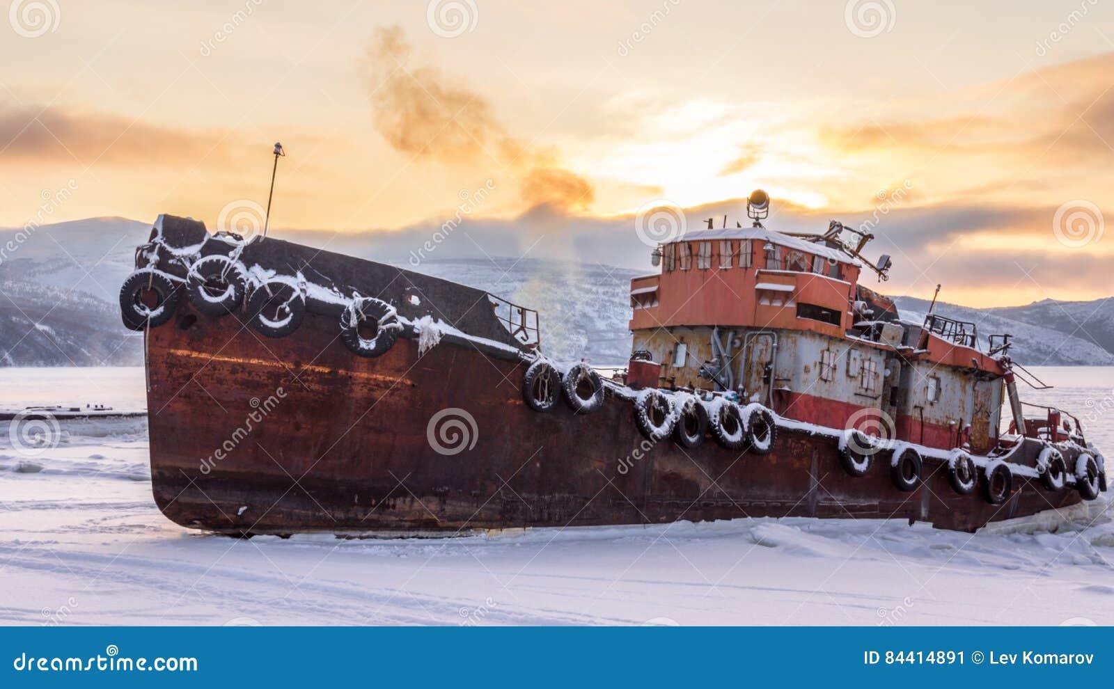 Vecchia nave arrugginita