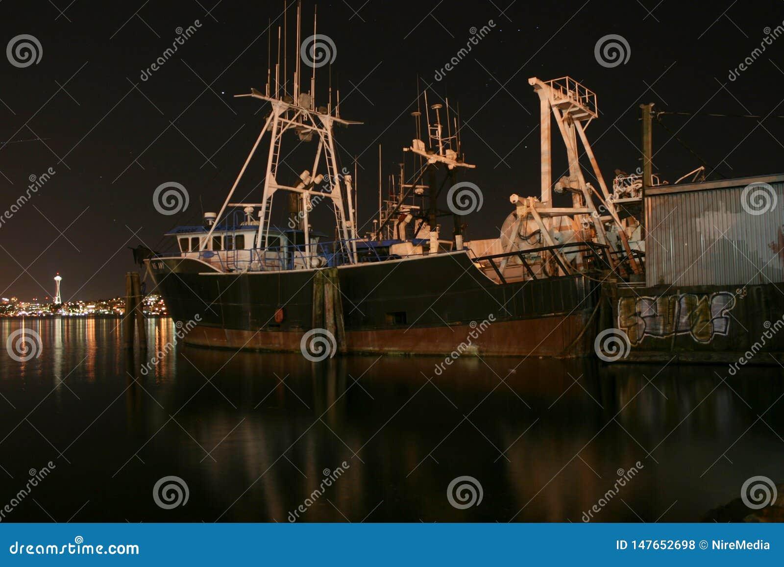 Vecchia nave nel porto