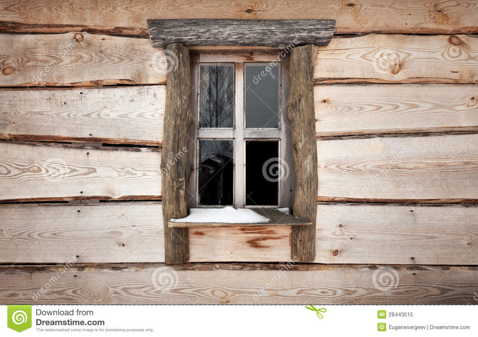Vecchia parete di legno con la piccola finestra immagine for Piccola casetta in legno