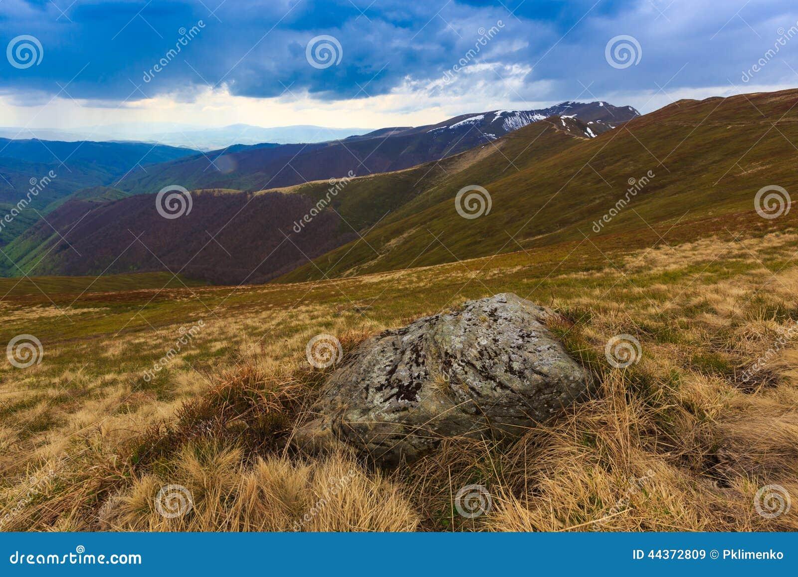 Vecchia pietra in Carpathians