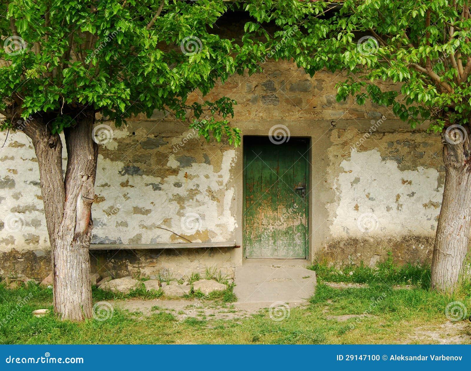 Vecchia porta della casa di campagna fotografia stock for Design della casa di campagna