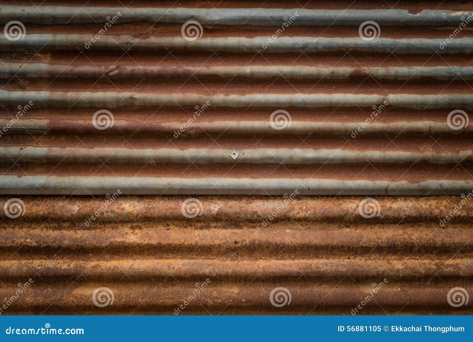 Vecchia ruggine su struttura del fondo della parete dello zinco