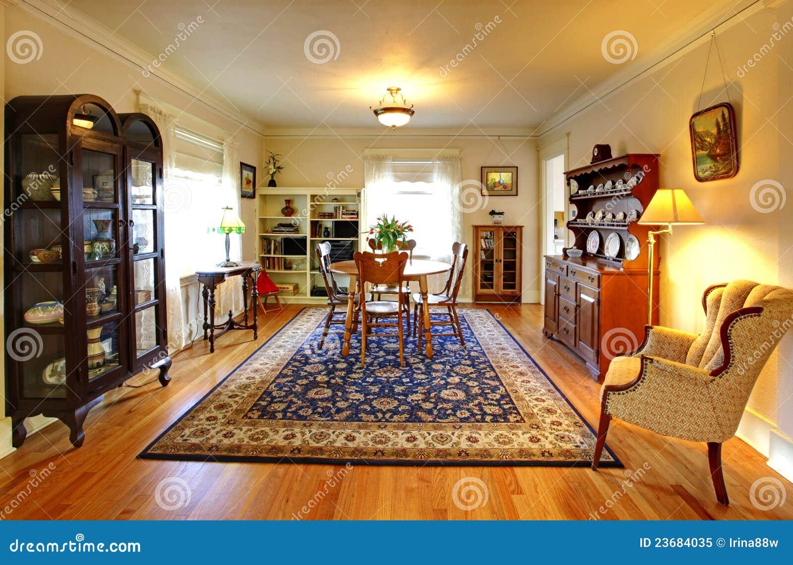 Fotografia Stock Libera Da Diritti: Vecchia Sala Da Pranzo Sveglia  #B98A12 1300 943 Sala Da Pranzo Blu