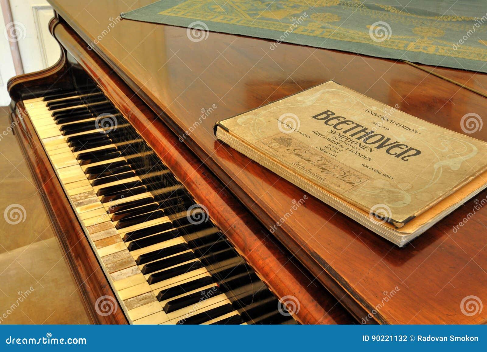 Vecchia stampa musicale della notazione?? vicina in su di musica di