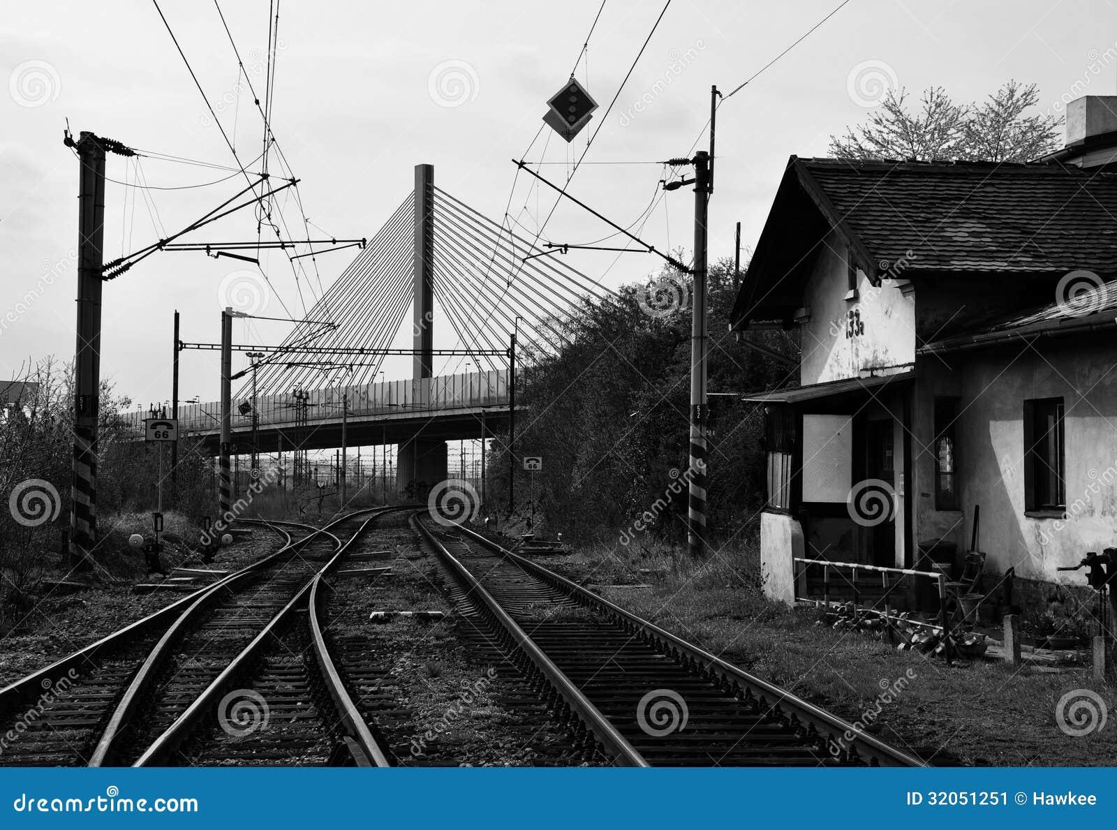 Vecchia stazione ferroviaria di Praga sotto il ponte