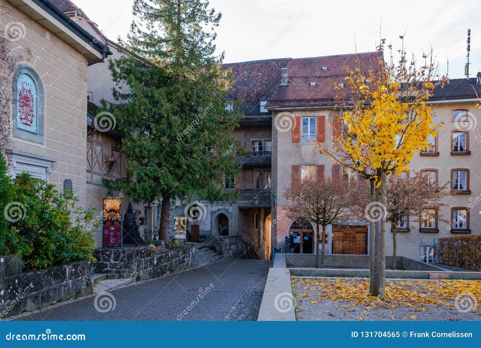 Vecchia strada medievale al castello in Gruyeres, Svizzera in autunno