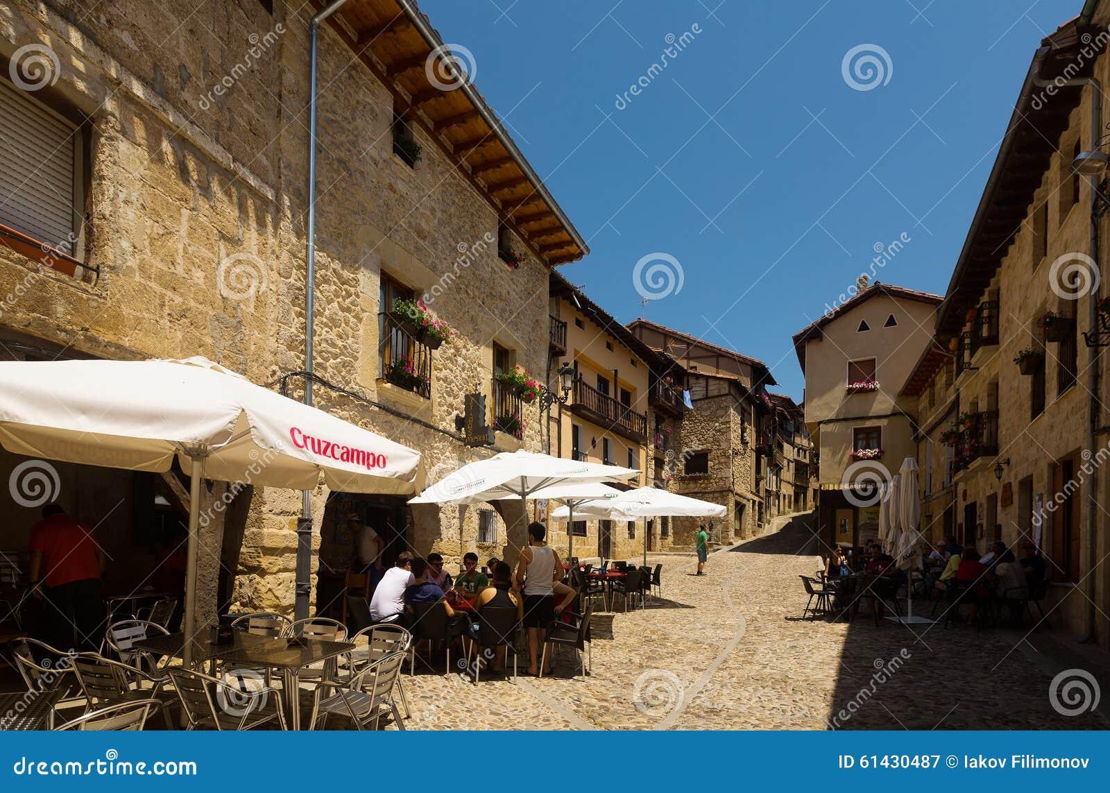 Vecchia via con restorain in Frias Burgos