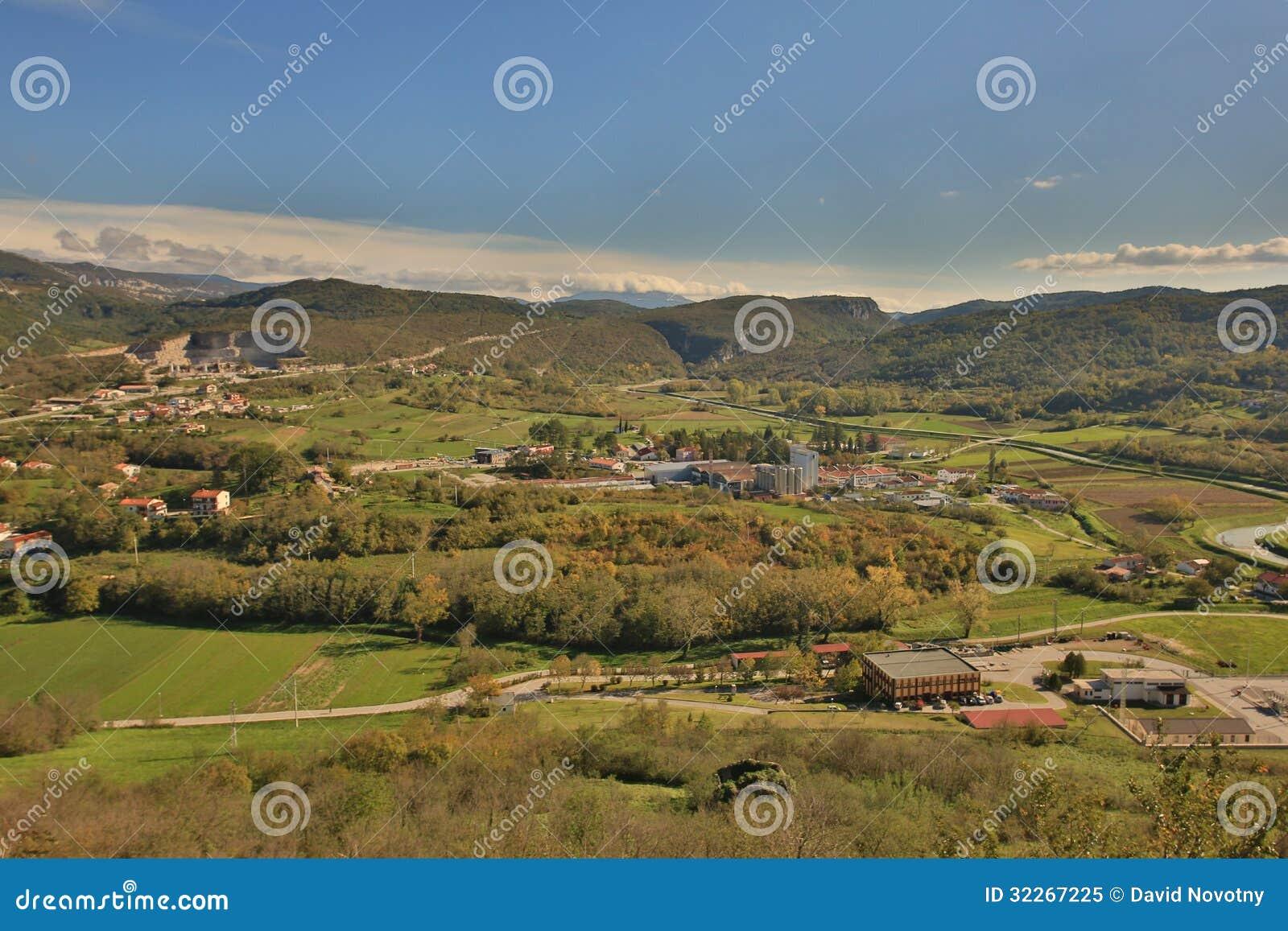 Vecchia via del villaggio di Buzet