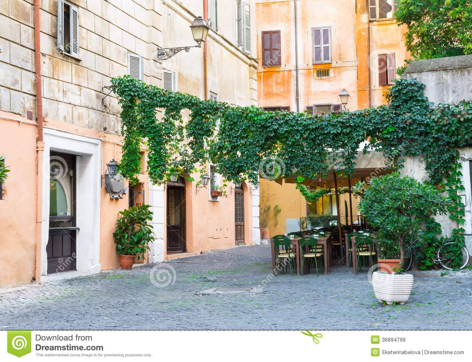 Download Vecchia Via In Trastevere A Roma Immagine Stock - Immagine di terrazzo, italia: 36894799