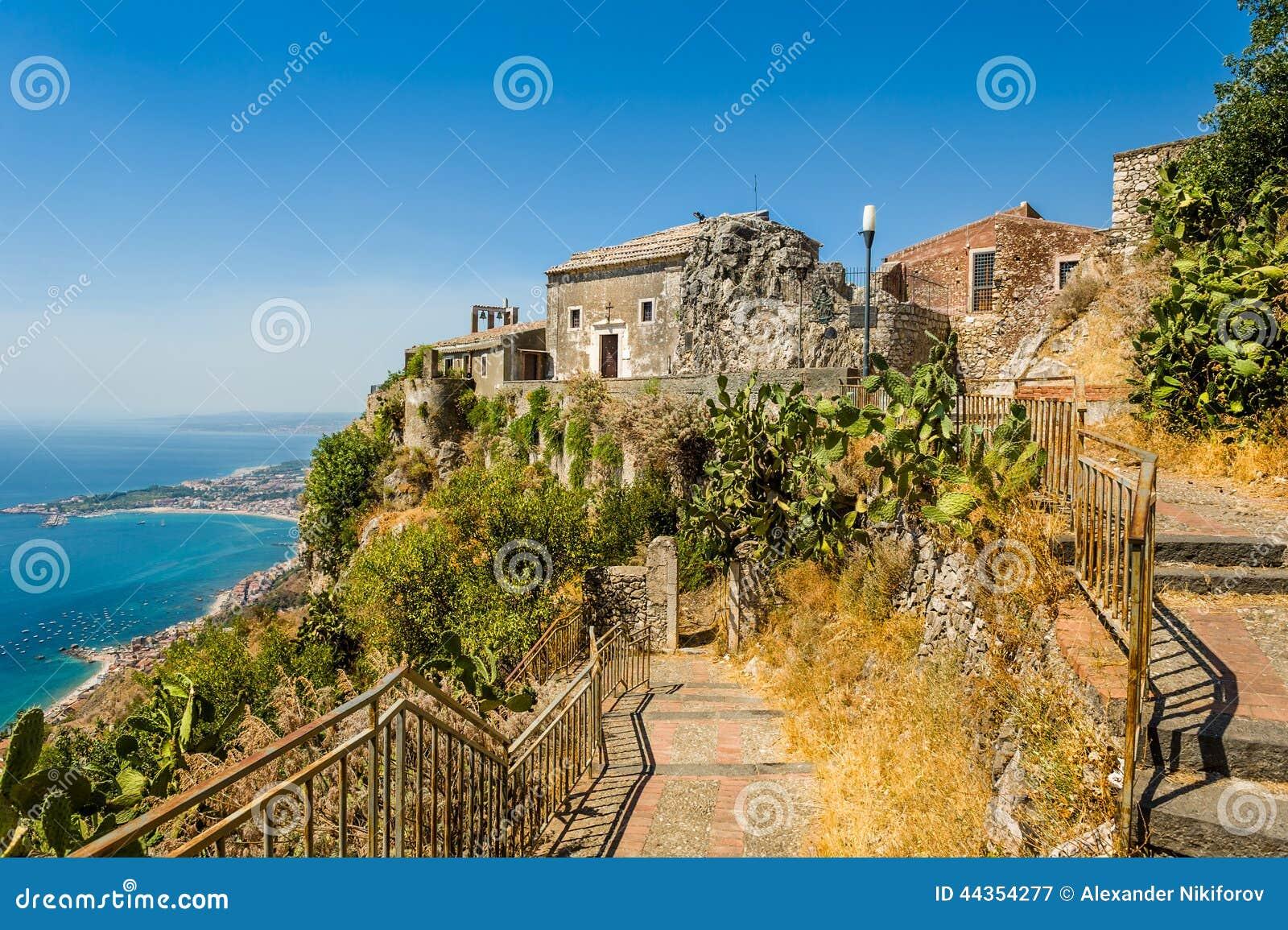 Vecchia vista della chiesa di Taormina