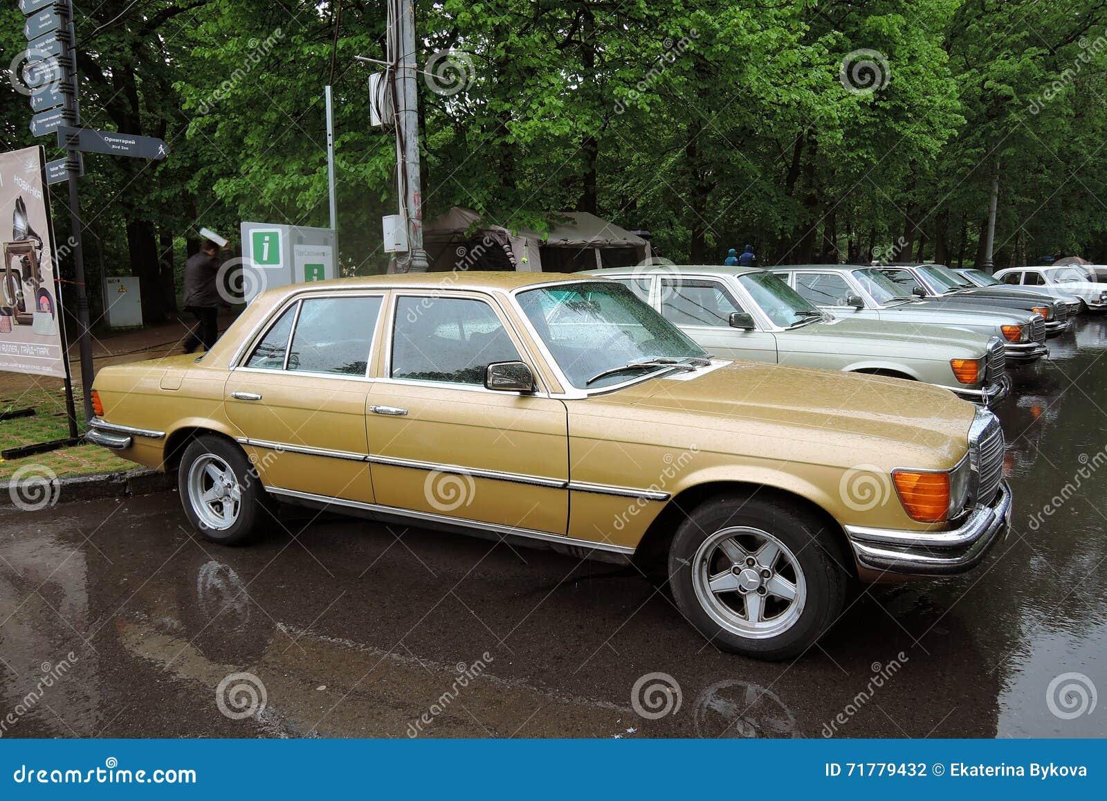 Vecchie automobili di mercedes benz al retro fest a mosca for Mercedes benz in vance al