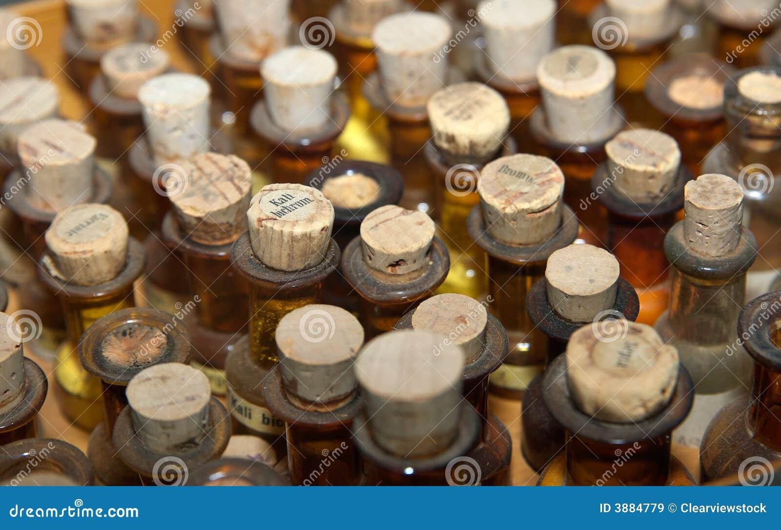 Vecchie bottiglie della medicina
