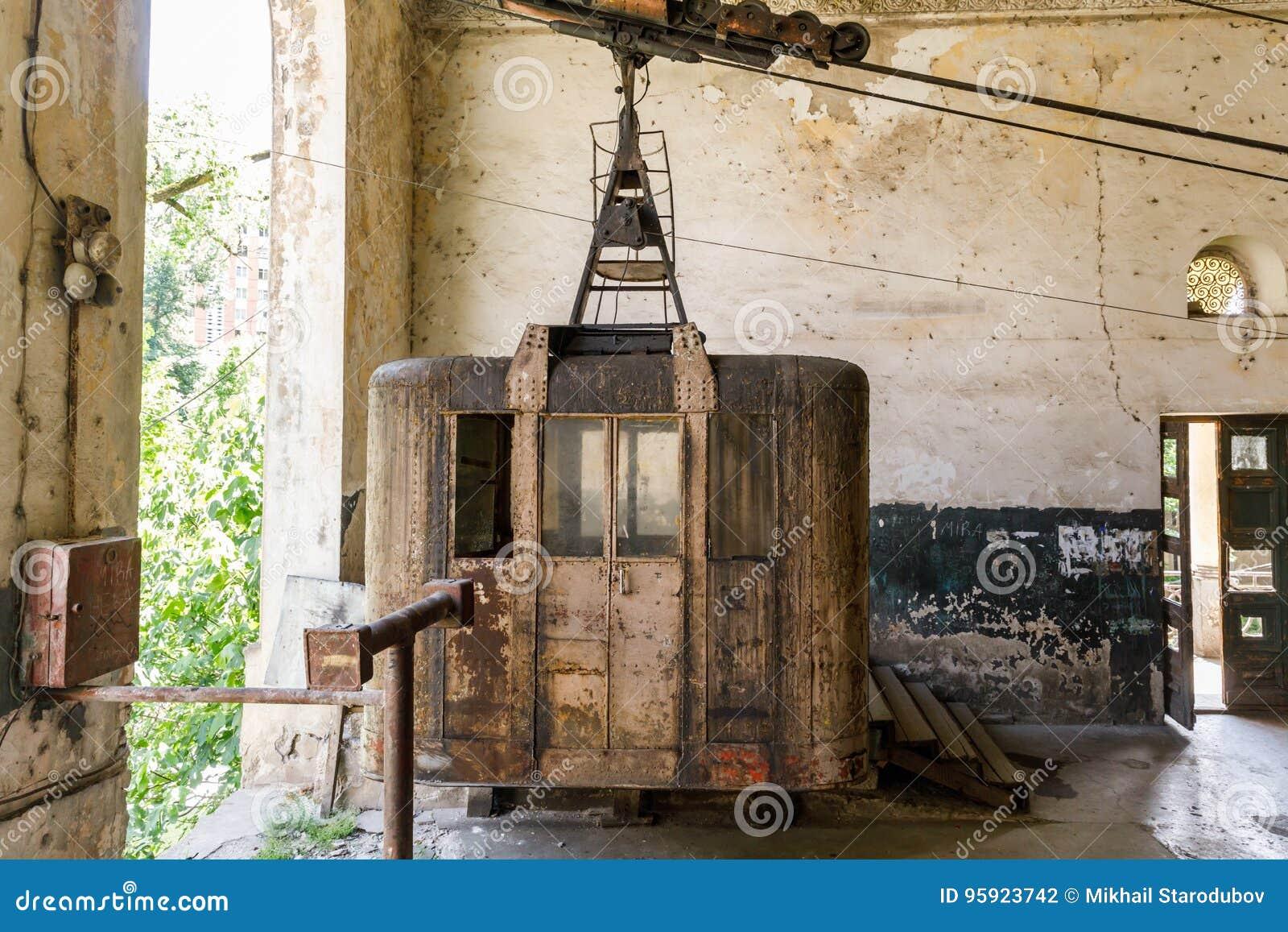 Vecchie cabine arrugginite e di funzionamenti sovietiche for Affitti della cabina di whistler