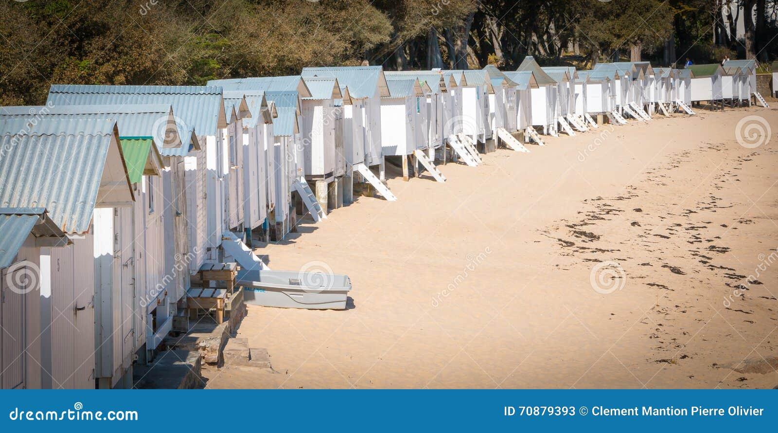 Vecchie capanne bianche della spiaggia immagine stock for Planimetrie della cabina della spiaggia