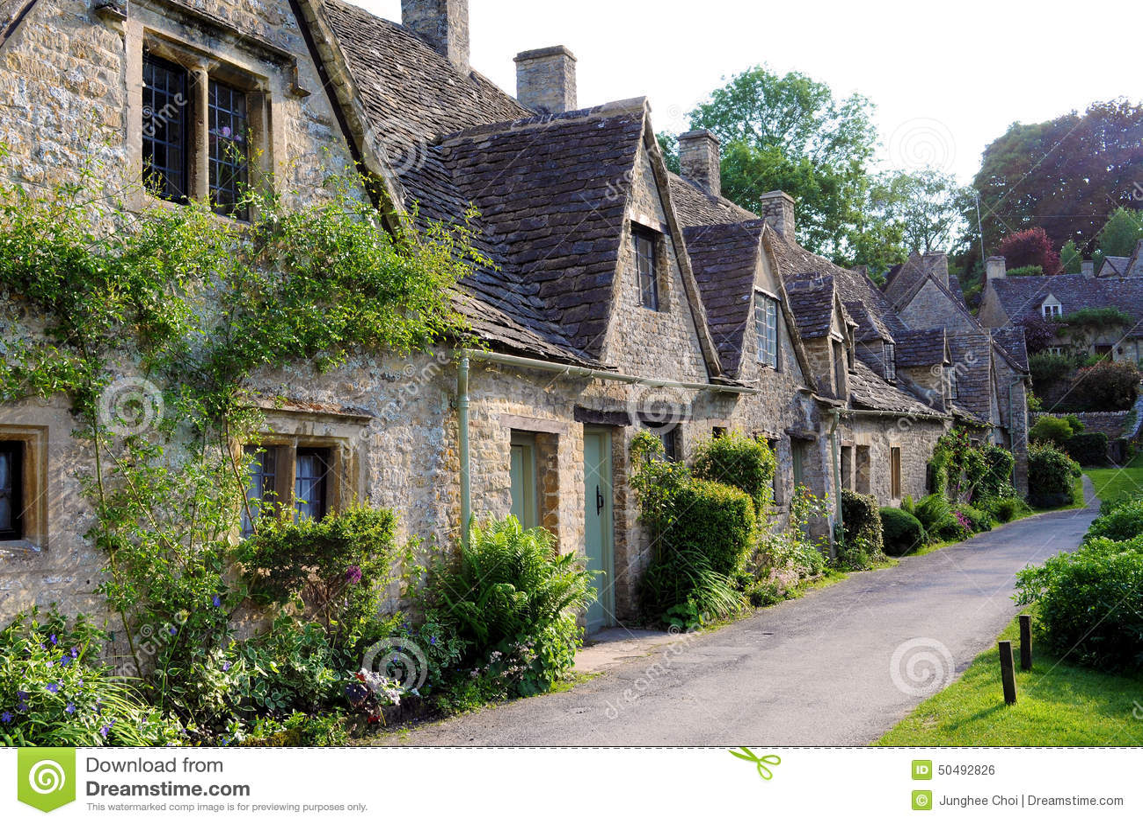 ... cottage di pietra nel villaggio inglese della campagna di Cotswolds