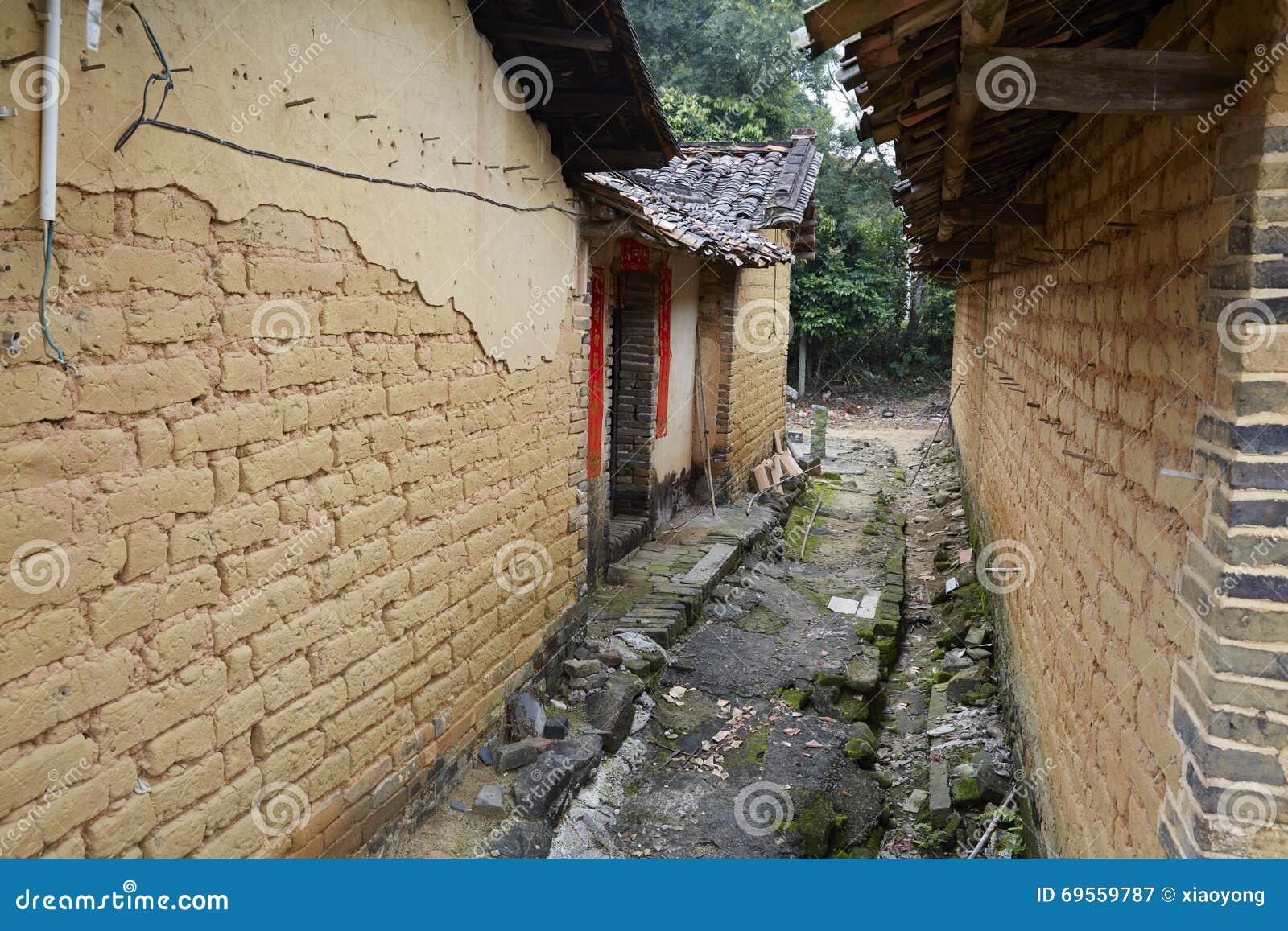 Case Di Mattoni Di Fango : Vecchie case con mattoni a vista cinesi del fango immagine stock
