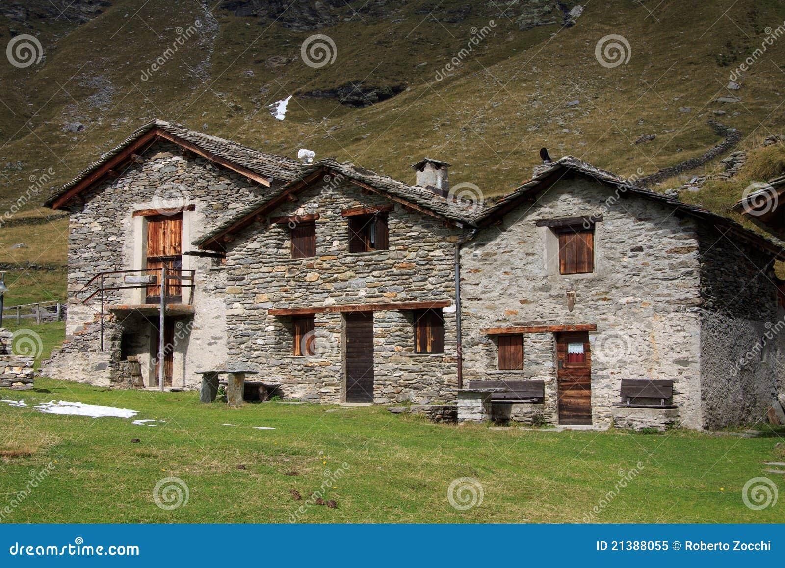 Case In Pietra Di Montagna : Vecchie case di pietra immagine stock immagine di montagne