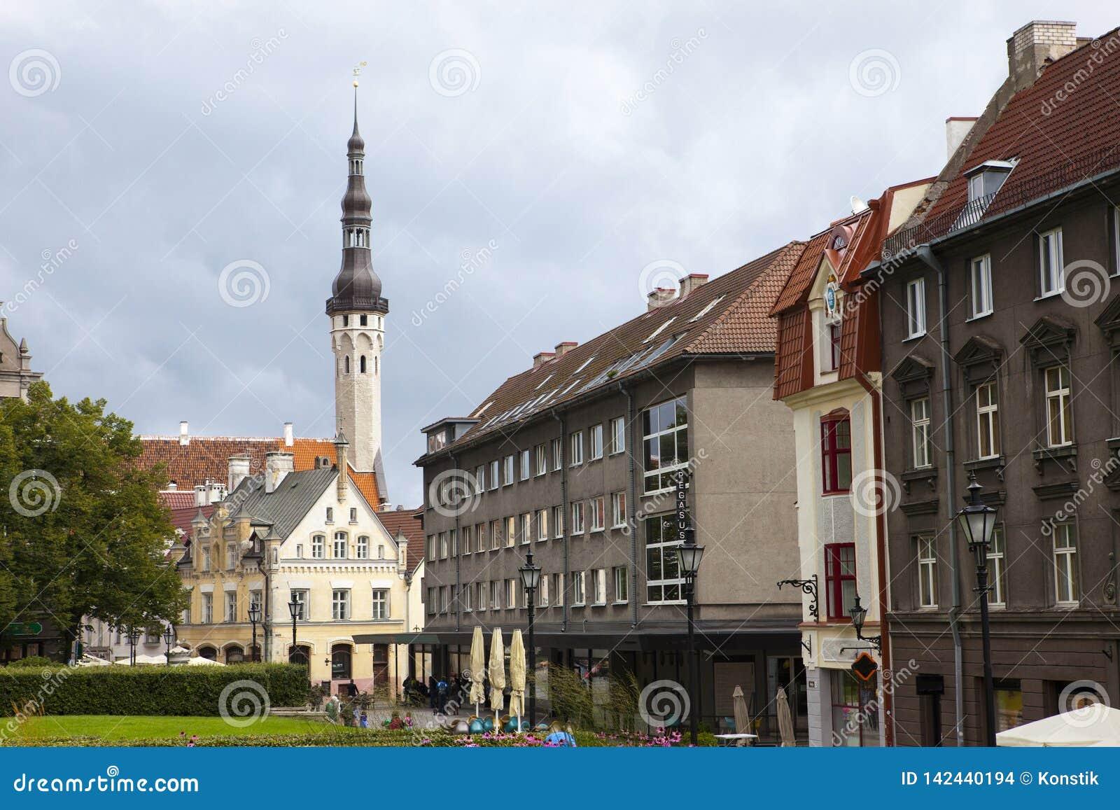 Vecchie case sulle vecchie vie della città tallinn L Estonia