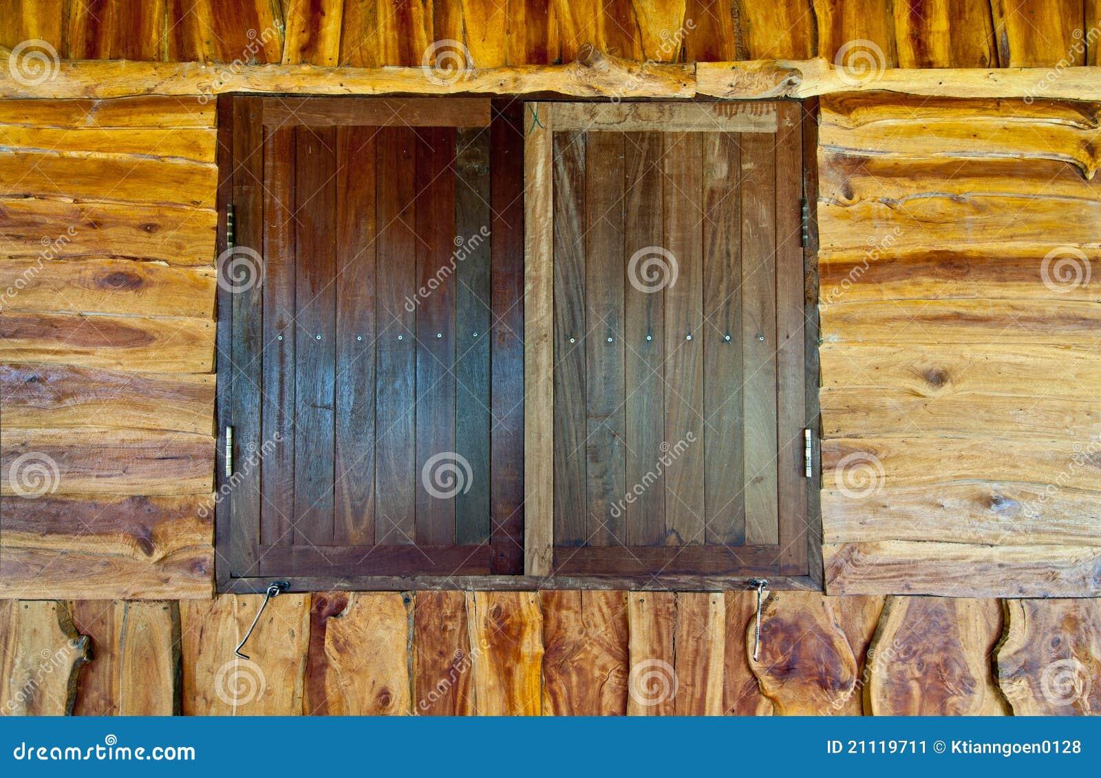 Vecchie finestre di legno immagine stock immagine 21119711 for Finestre di legno