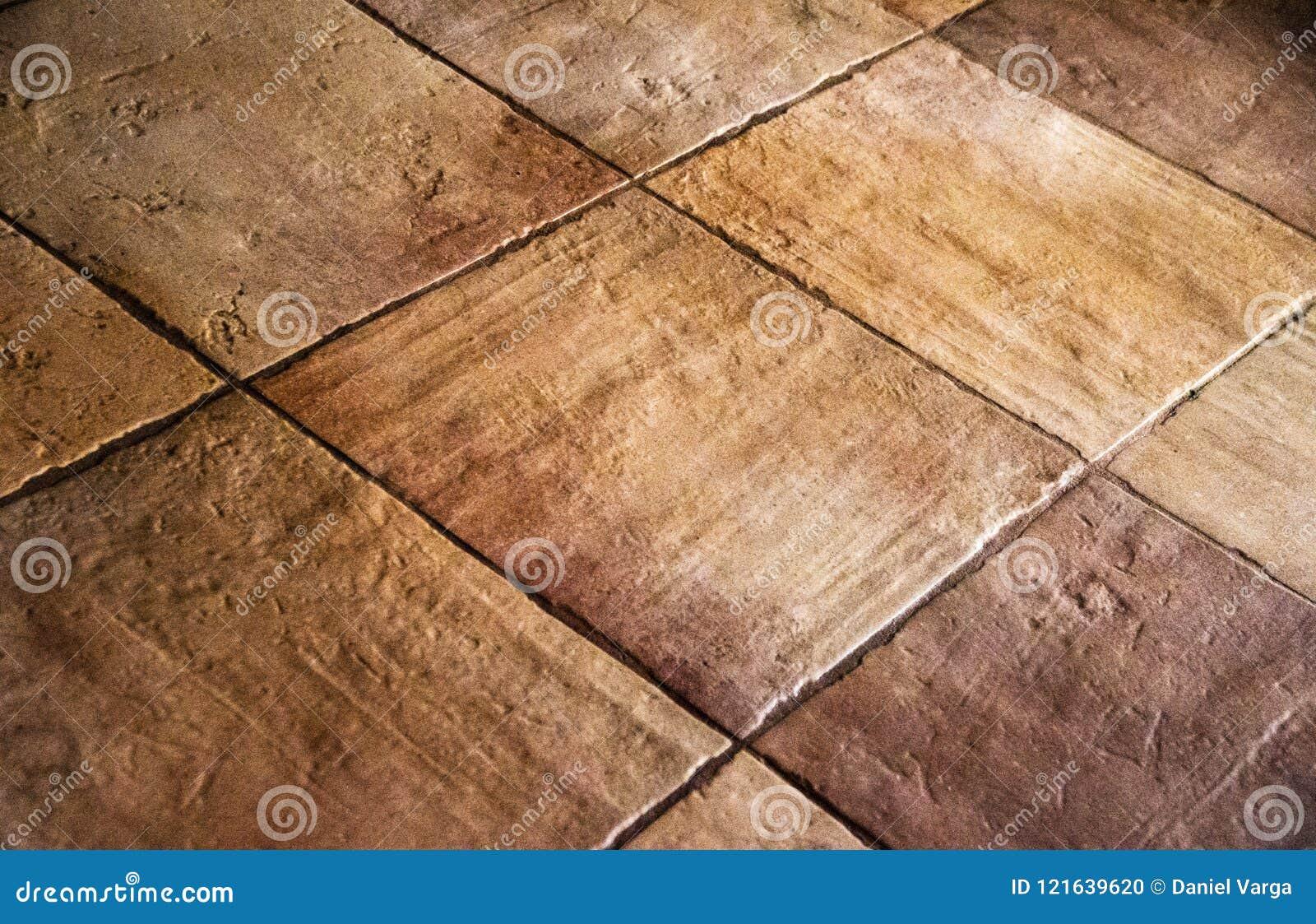 Vecchie piastrelle per pavimento brown beige rustiche di colore
