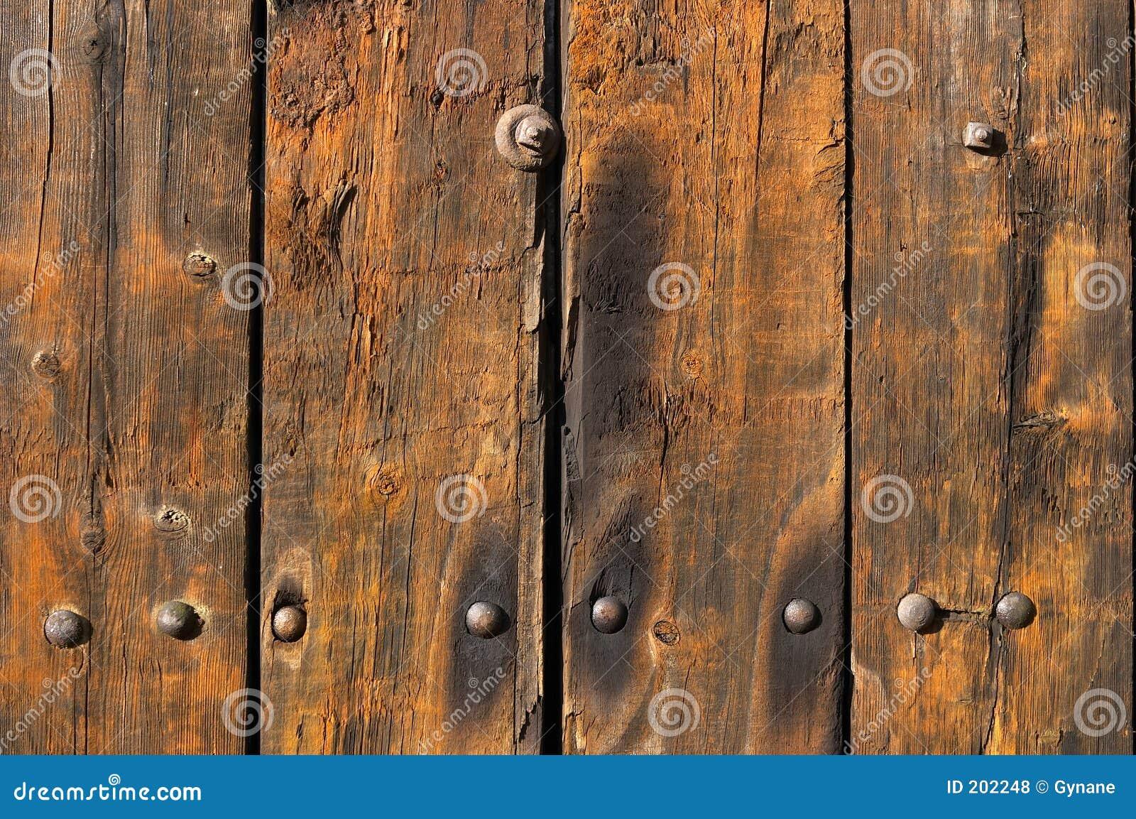 Vecchie plance di legno esposte all aria e portate