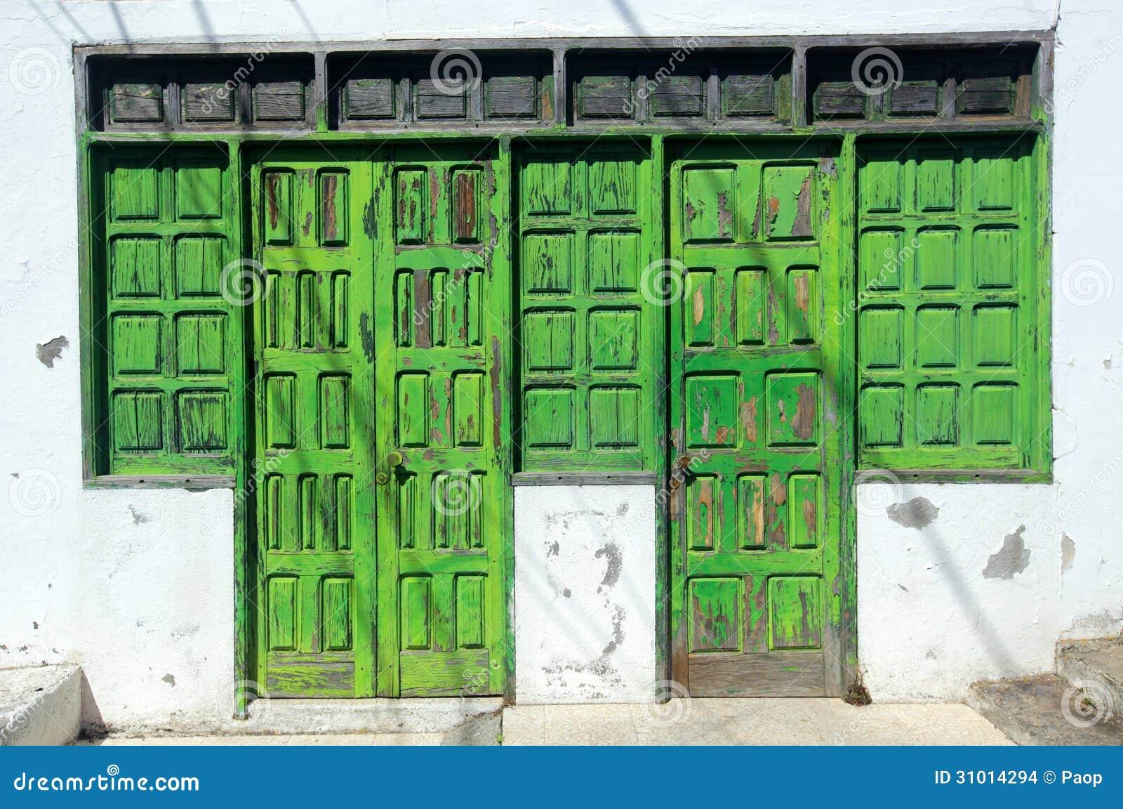 Vecchie porte di legno nocive immagini stock immagine - Vecchie porte in legno ...