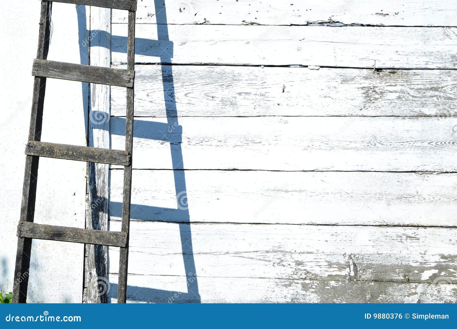 Vecchie scala e parete di legno fotografia stock - Parete di legno ...