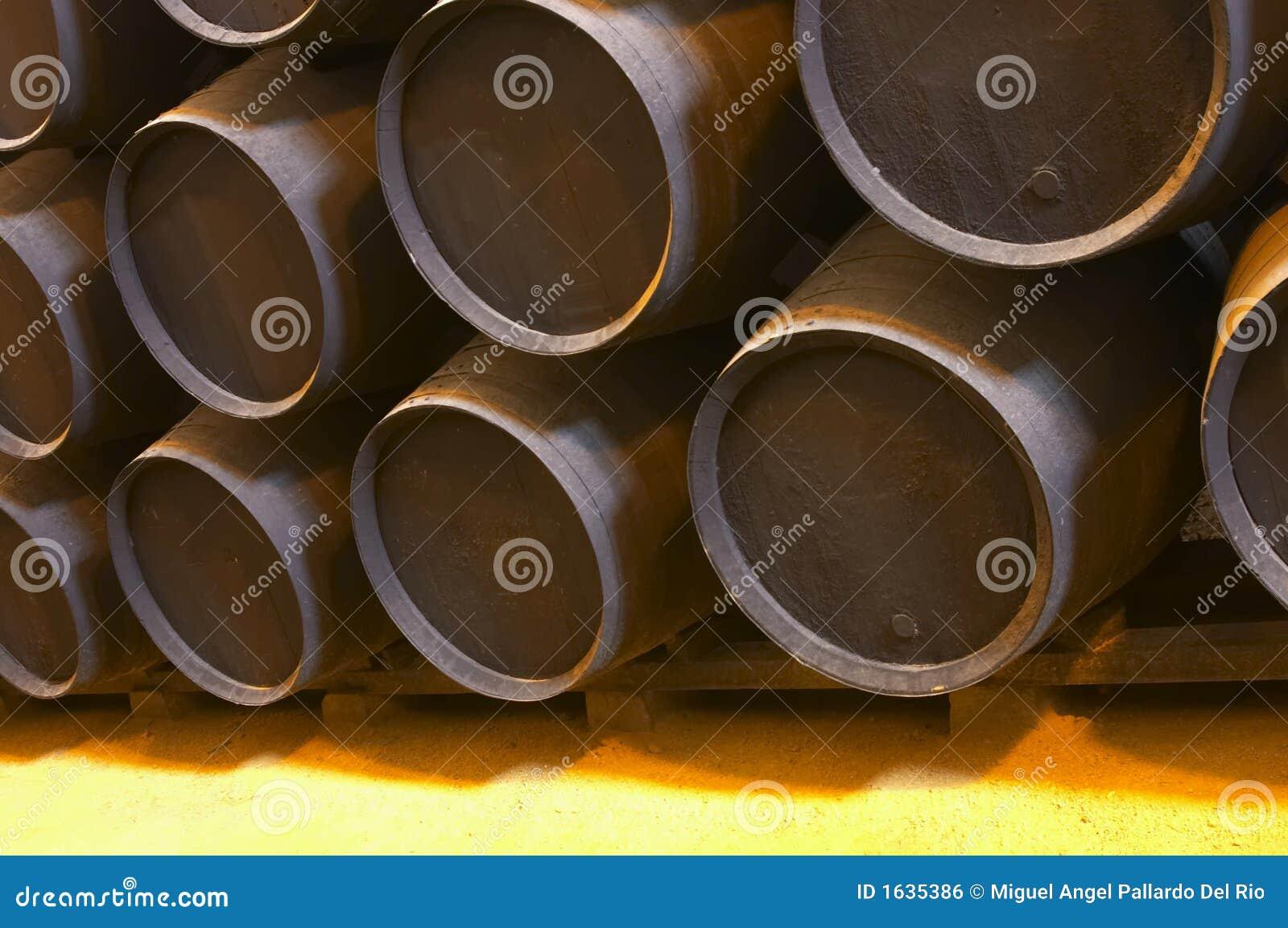 Vecchio barilotto di legno marrone
