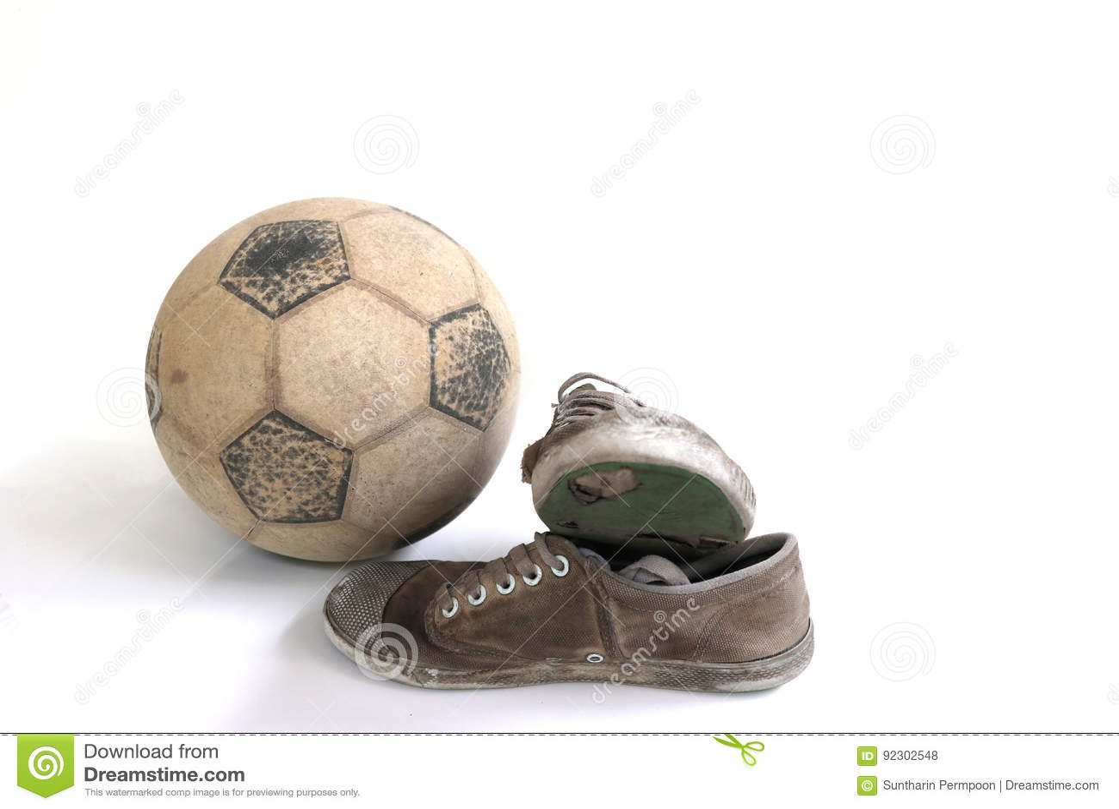 Vecchio Calcio E Vecchie Scarpe Isolati Fotografia Stock