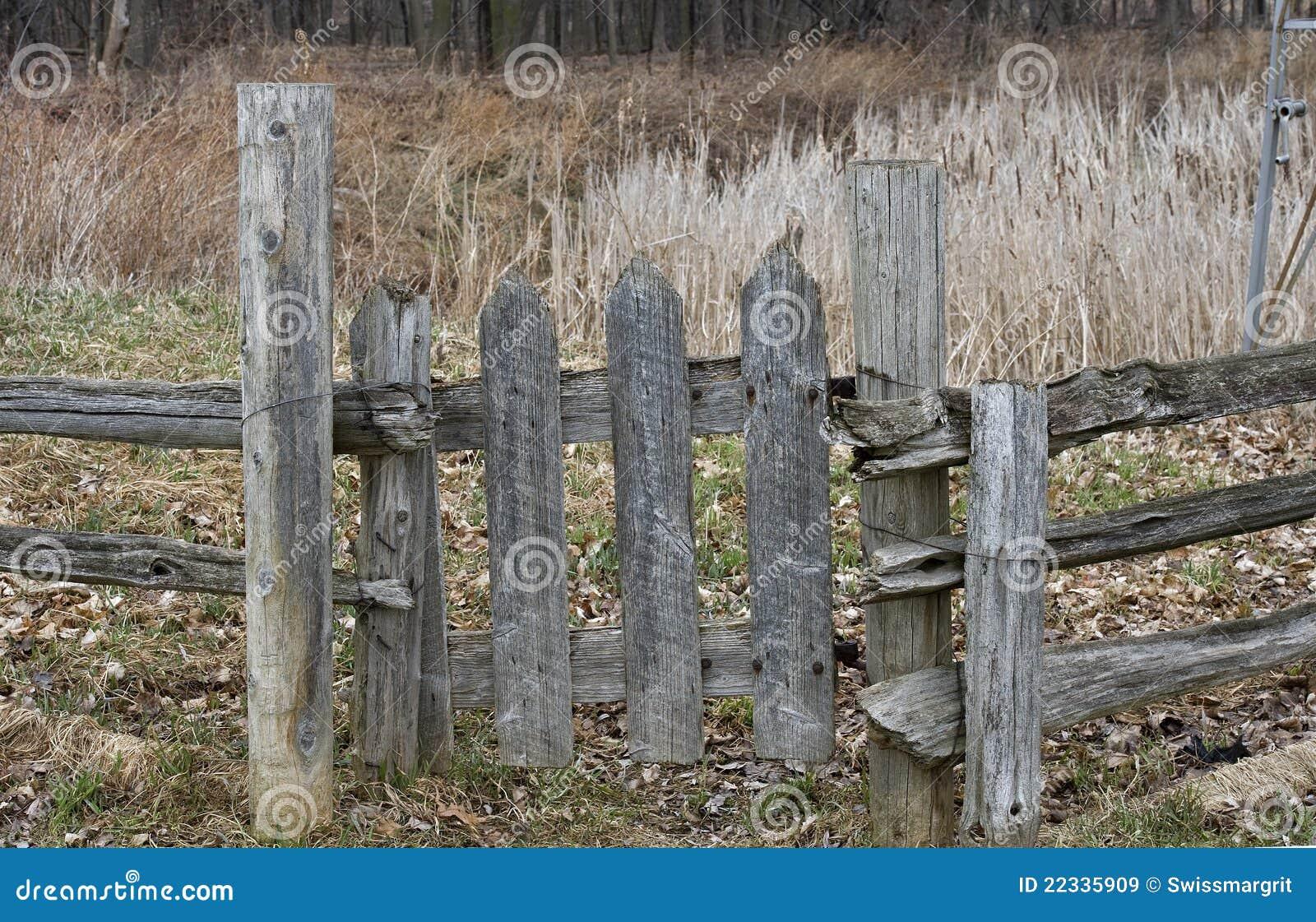 Cancello Di Legno Usato : Vecchio cancello di legno immagine stock immagine di podere