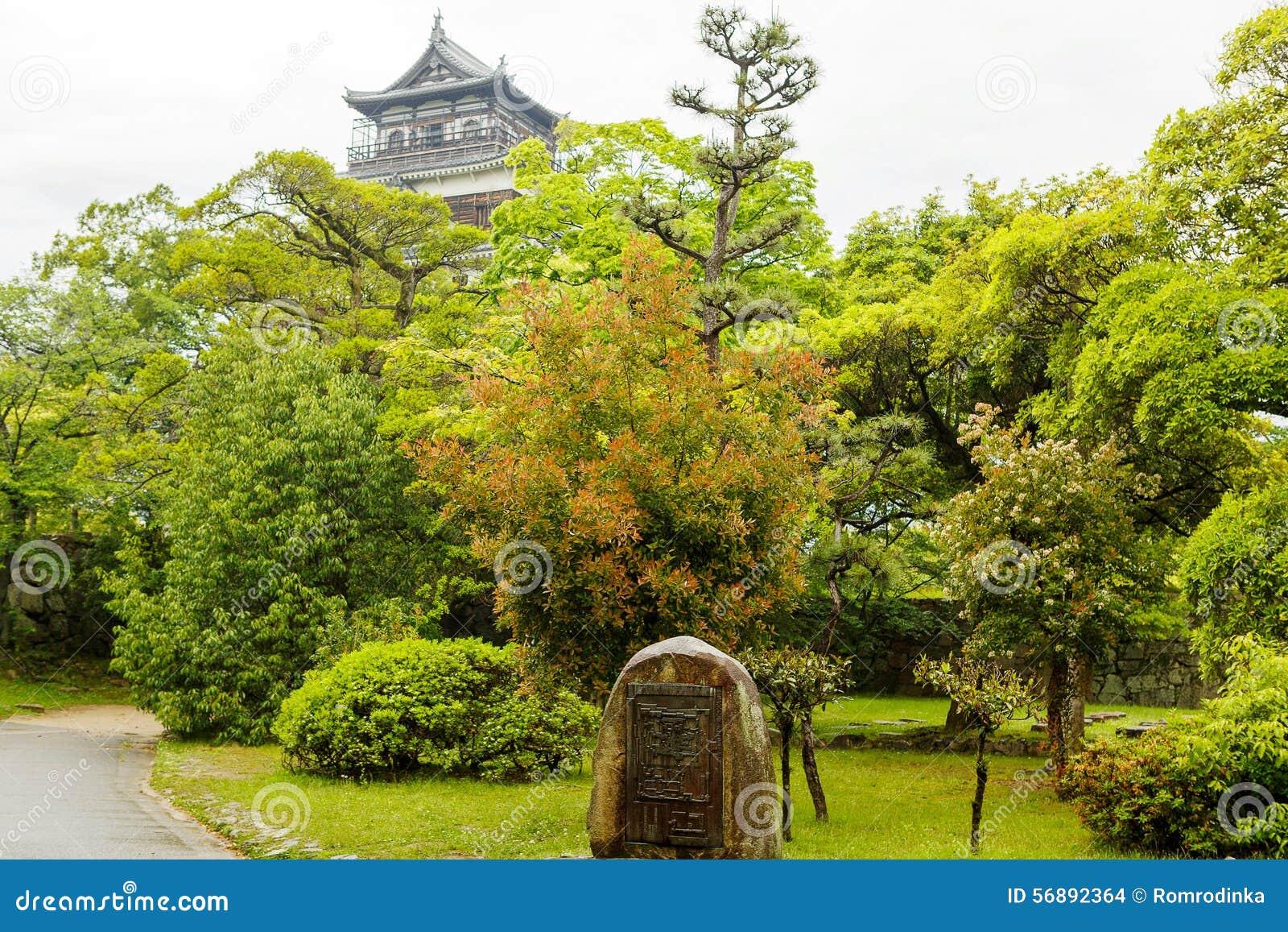 Vecchio casle di Hiroshima nel Giappone, sul fiume di Otagawa di estate