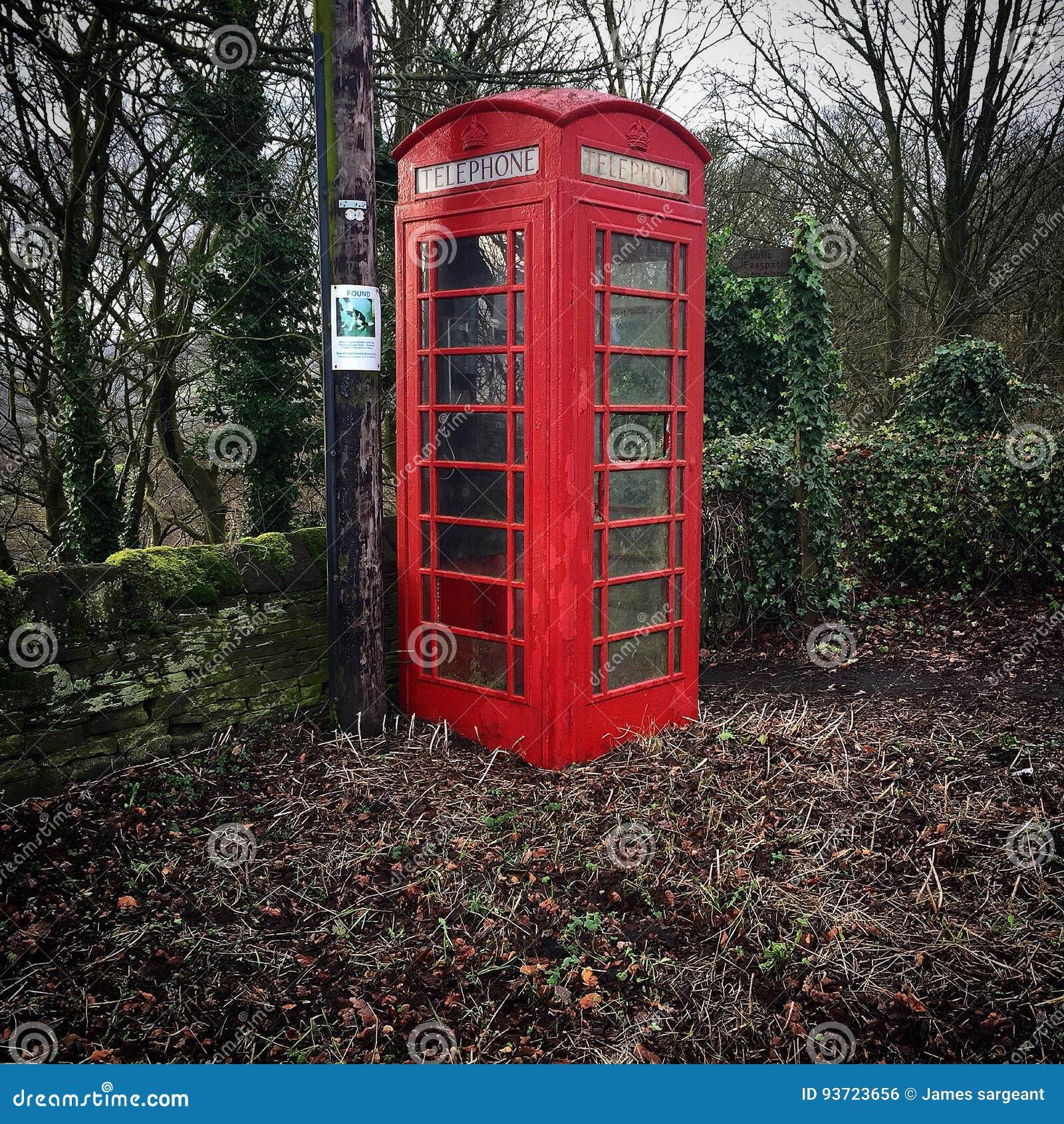 Vecchio contenitore inglese rosso West Yorkshire Inghilterra del nord di telefono