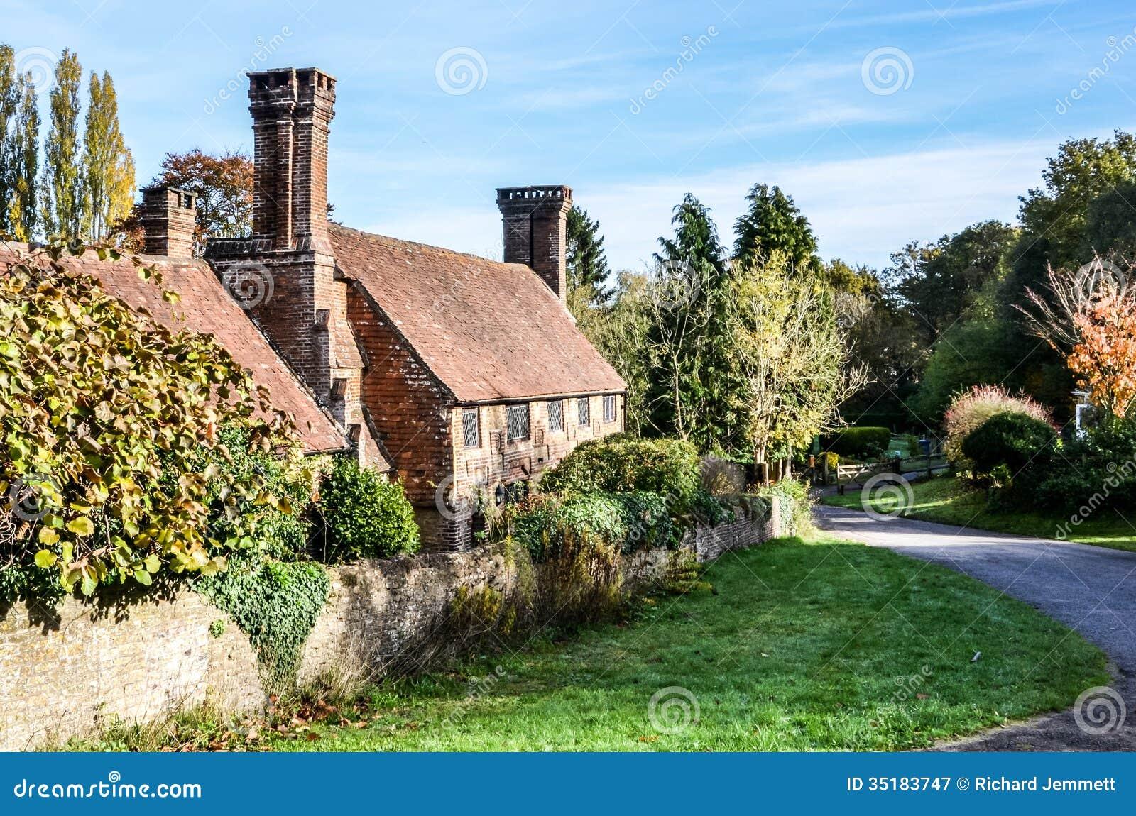 Vecchio cottage con i camini adorabili milford surrey for Vecchio cottage inglese
