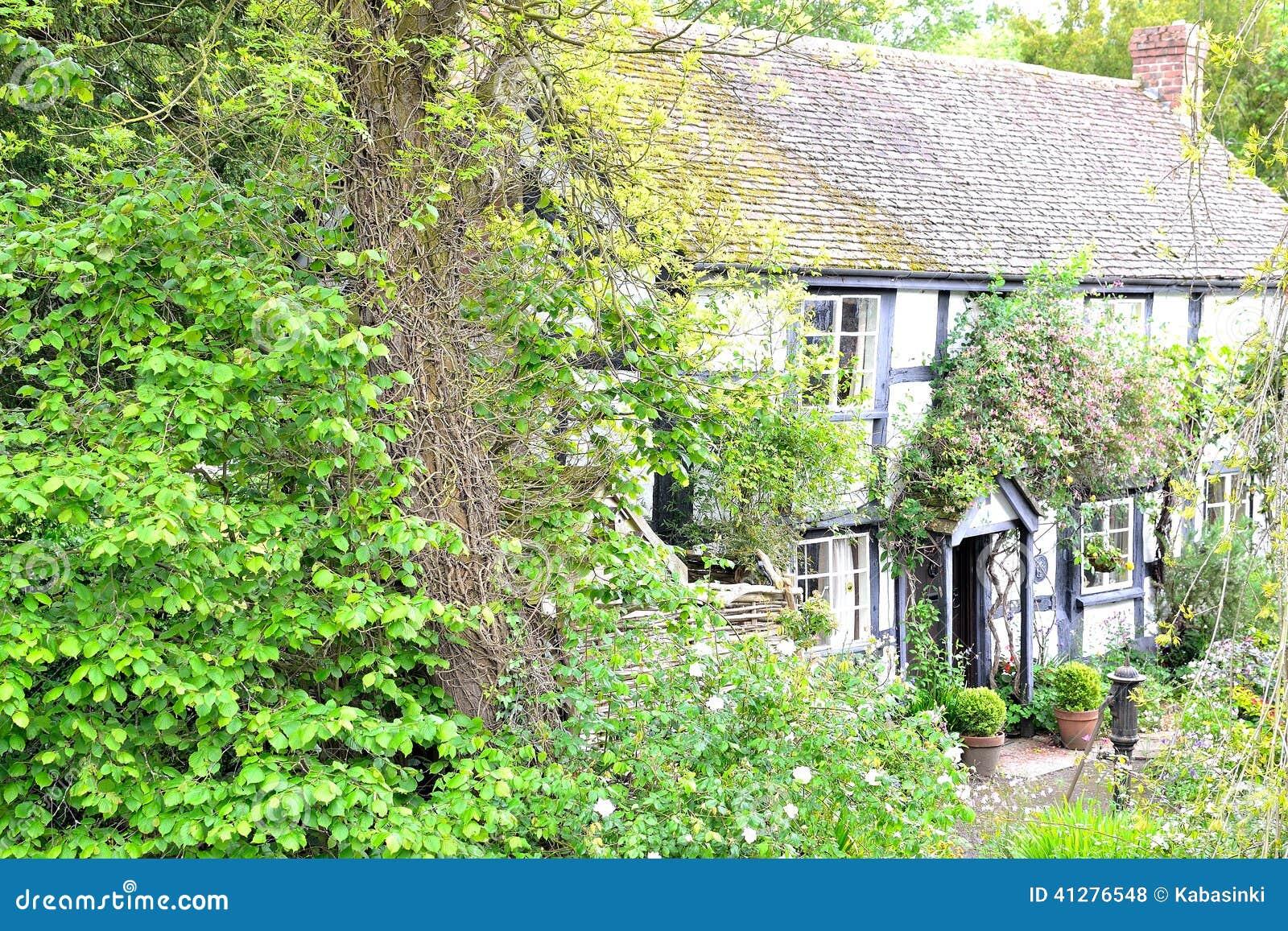Vecchio cottage inglese fotografia stock immagine di for Cottage di campagna francesi