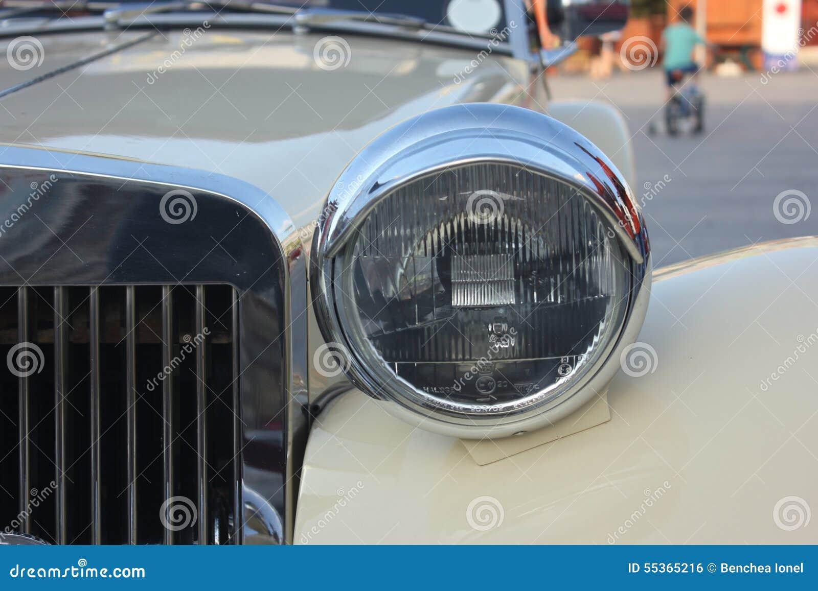 Vecchio faro dell automobile