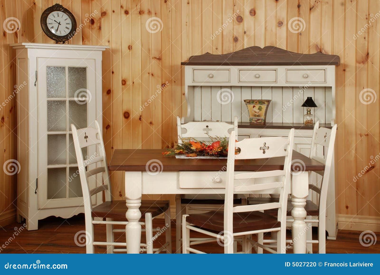 Cucina In Pino Naturale : Vecchio insieme della cucina di legno di pino fotografia stock