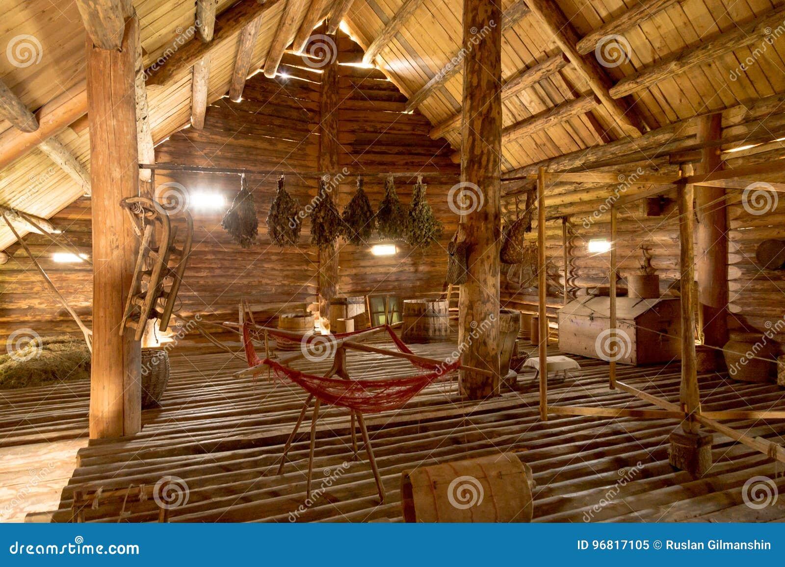 Interni Di Una Casa Di Campagna : Vecchio interno della fattoria di periodi di vecchia casa di