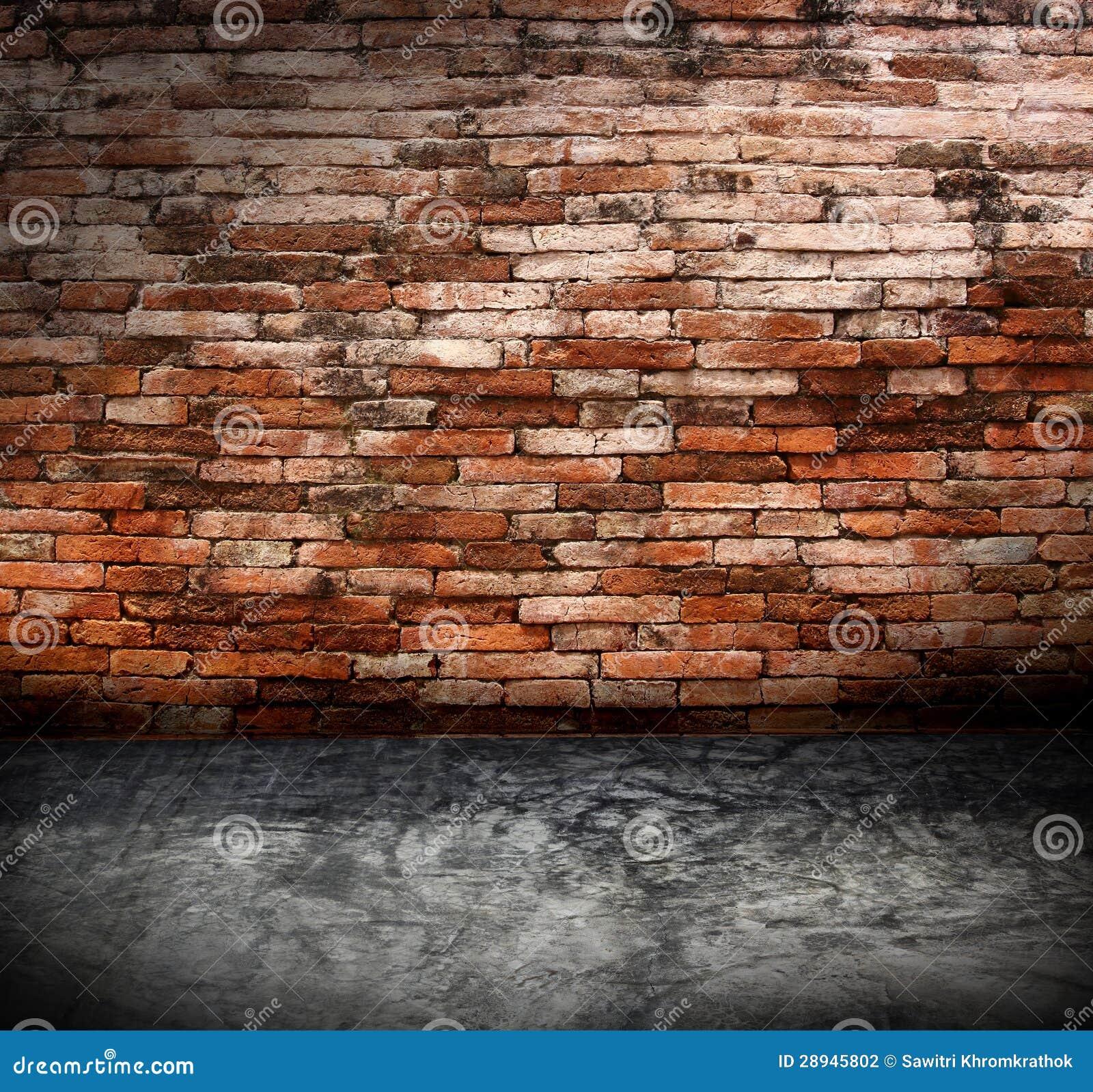 Vecchio interno di lerciume con il muro di mattoni for Esterno di mattoni artistici