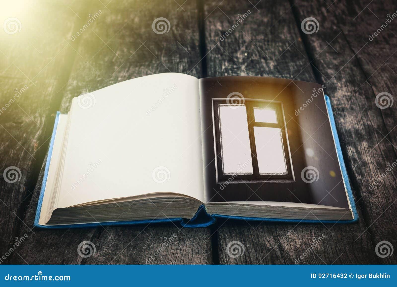 Libreria Antica In Legno.Vecchio Libro Aperto Su Una Tavola Di Legno Composizione D Annata
