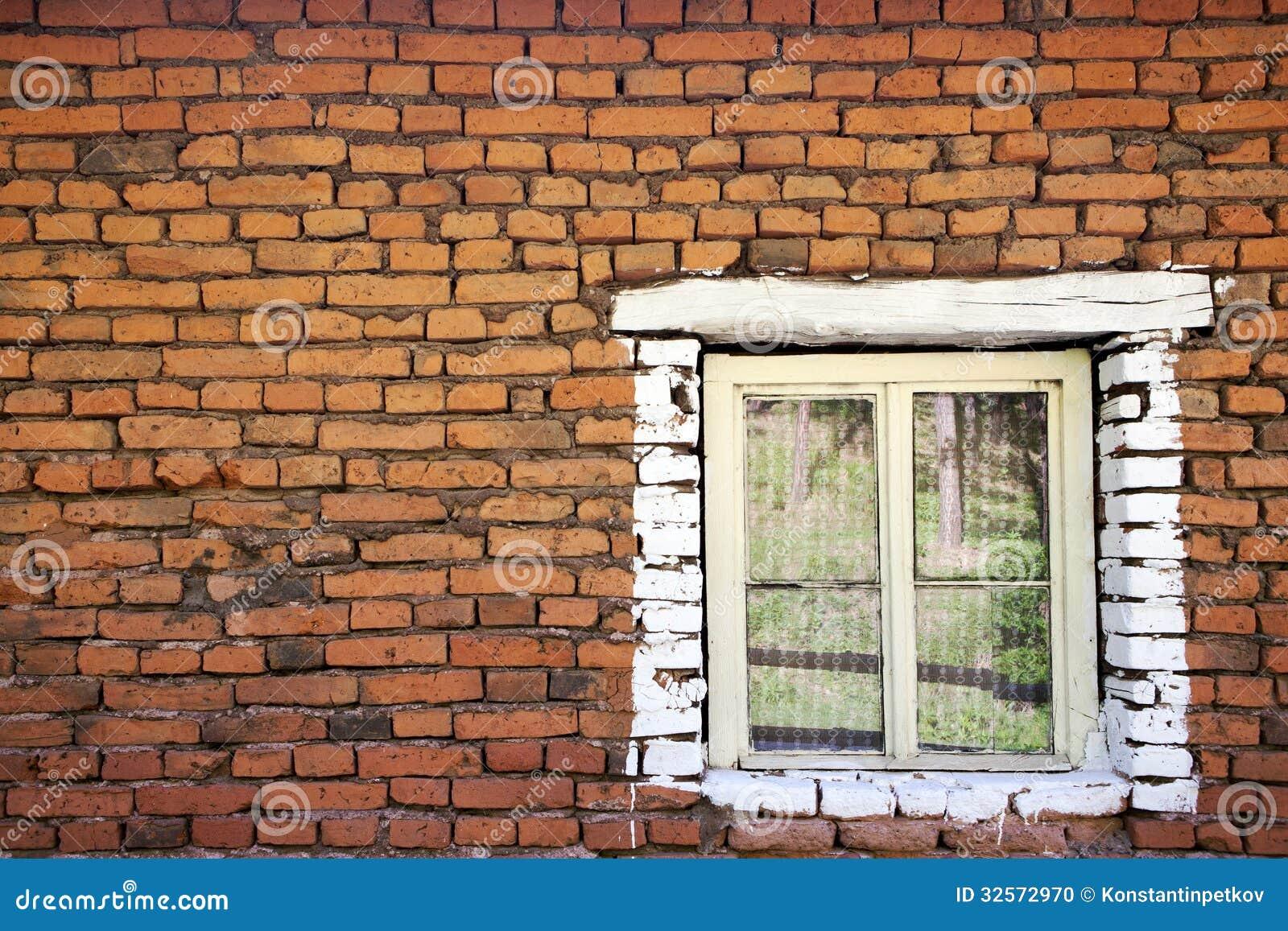 Vecchio muro di mattoni con la finestra di legno fotografia stock immagine 32572970 - Aprire finestra muro esterno ...