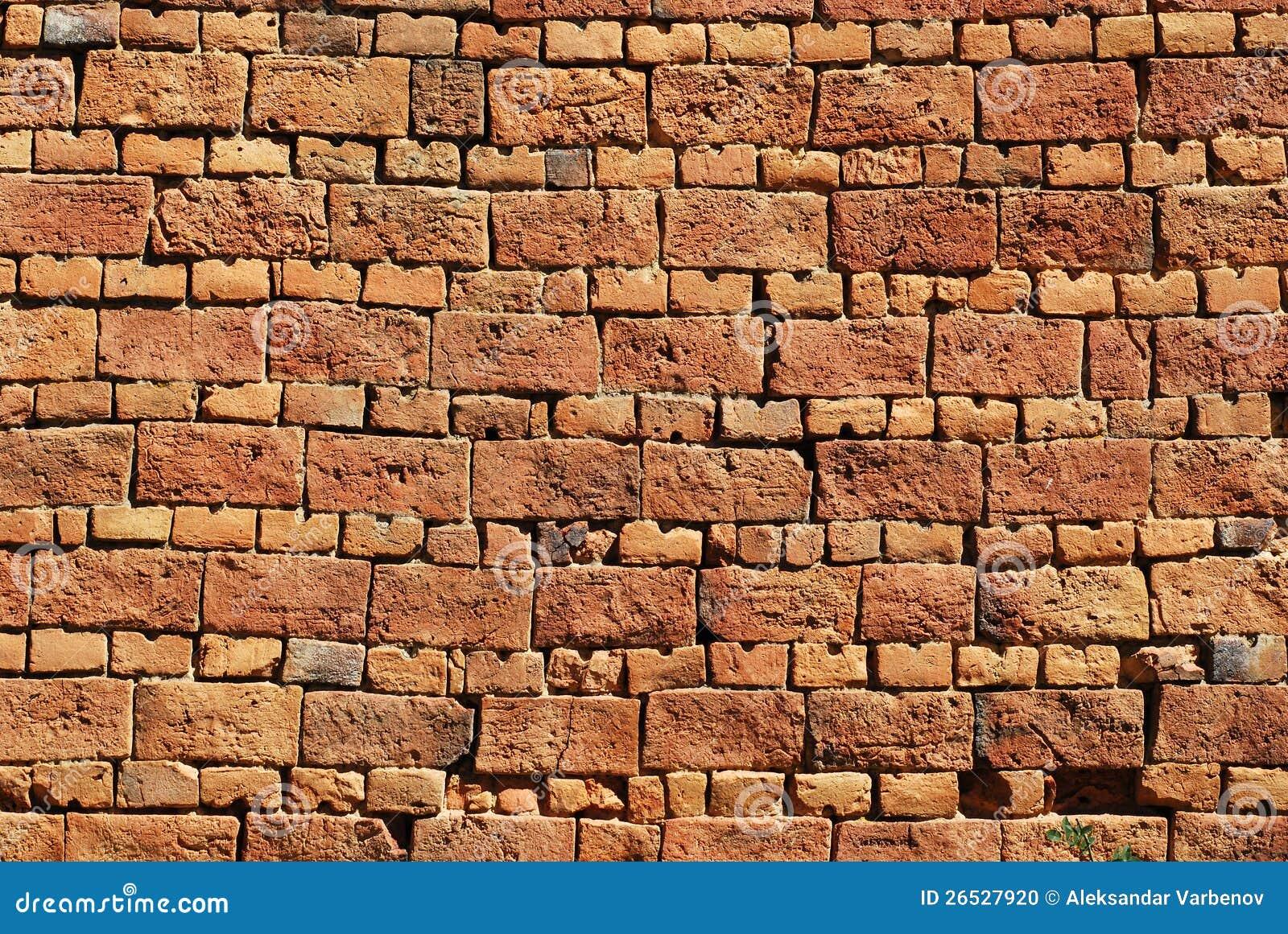 vecchio muro di mattoni della casa di campagna fotografia