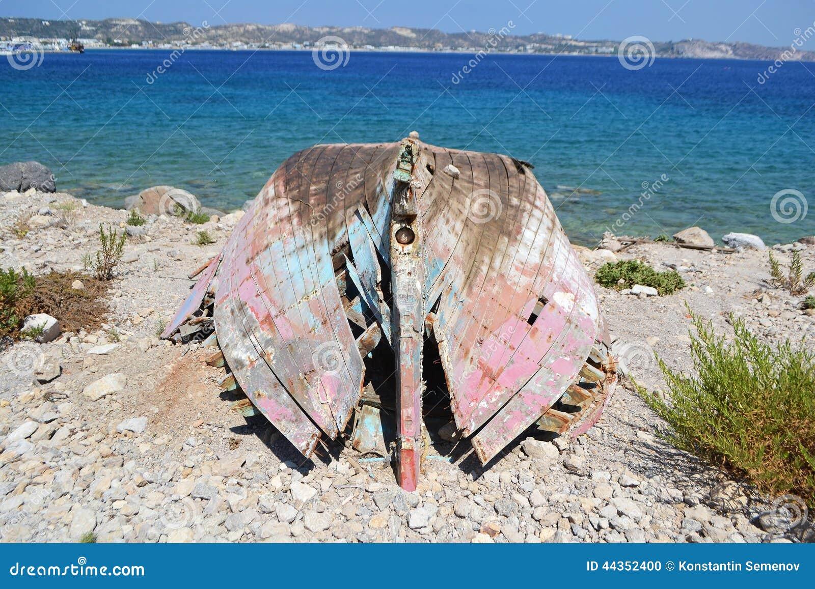 Vecchio peschereccio rovinato