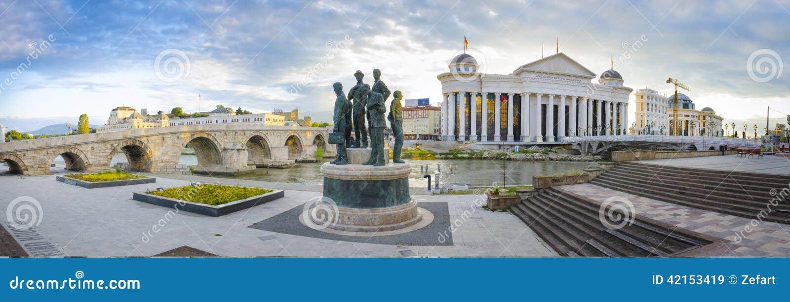 Vecchio ponte di pietra e museo archeologico della Macedonia