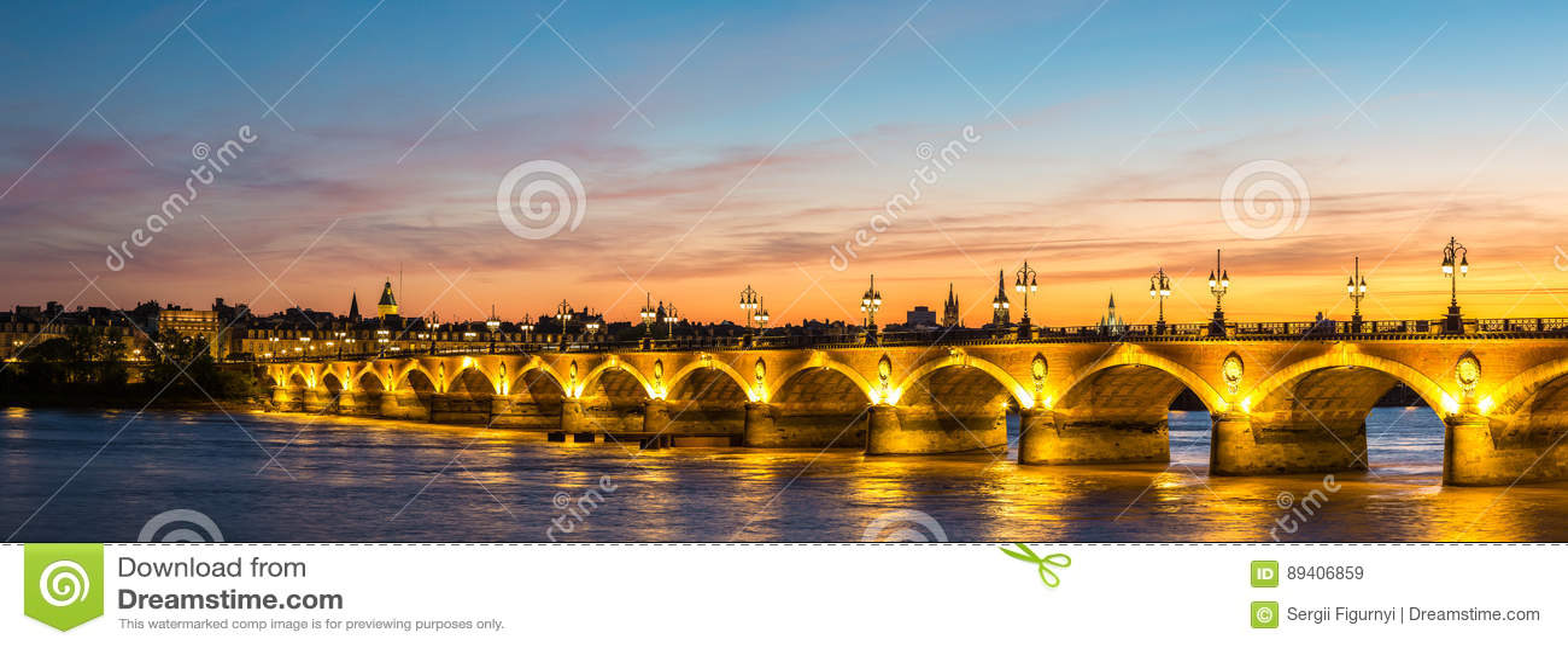 Vecchio ponte pietroso in Bordeaux