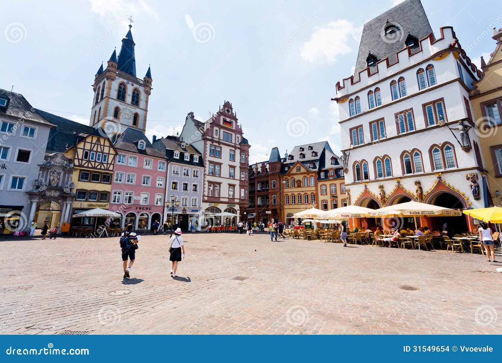 Vecchio quadrato in Treviri, Germania del mercato