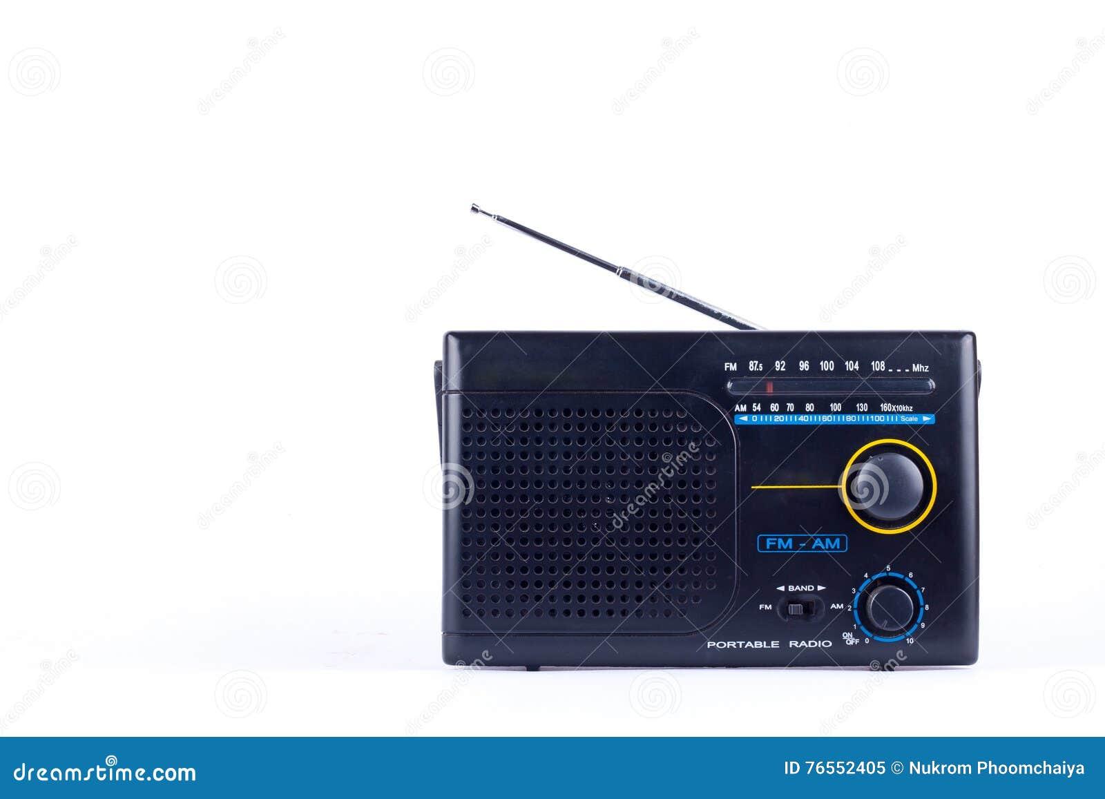 Vecchio retro stile d annata nero, ricevitore del transistor della radio portatile di FM su fondo bianco isolato
