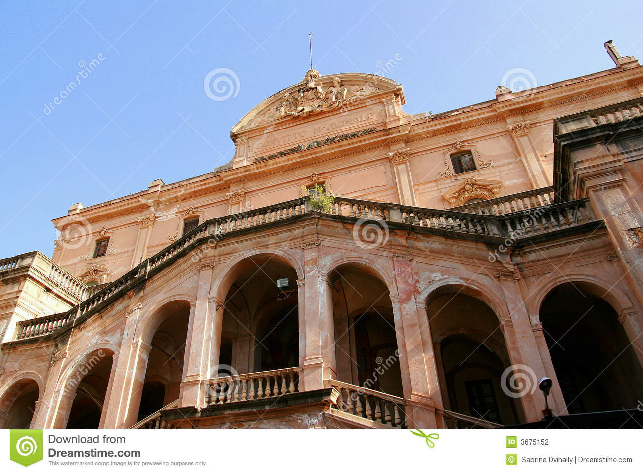 Download Vecchio Sanatorio In Sicilia Fotografia Stock - Immagine di archway, pink: 3675152