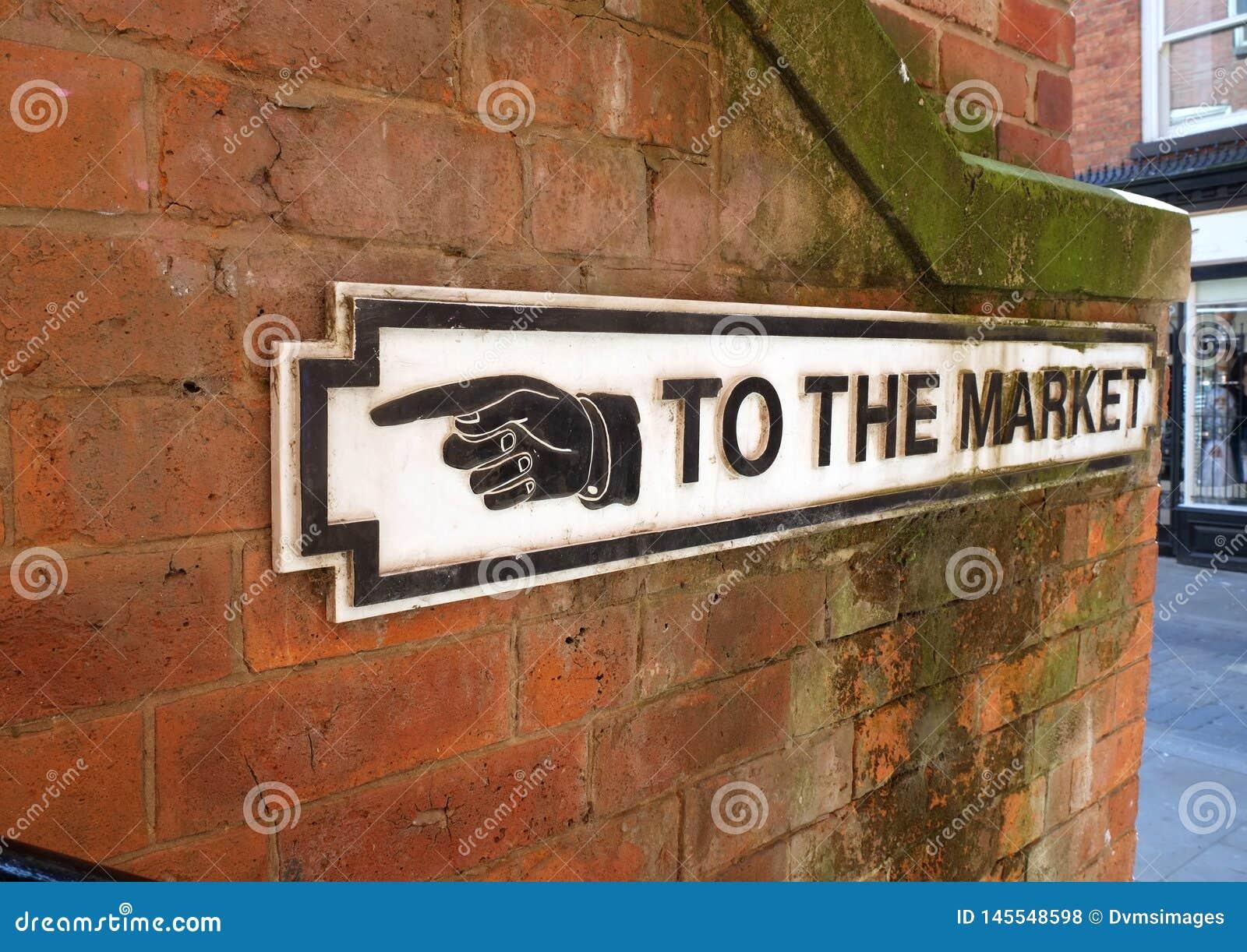 Vecchio segno che indica strada commercializzare
