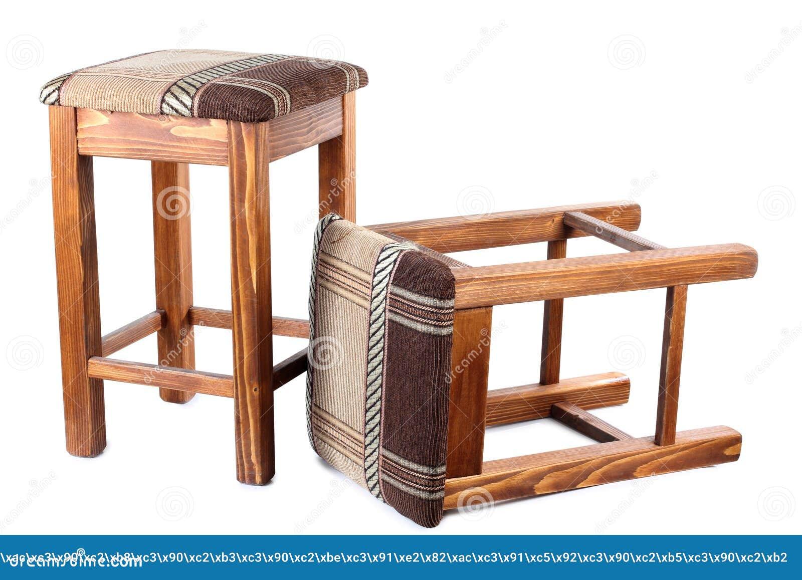 Vecchio sgabello di legno due immagine stock immagine di sede