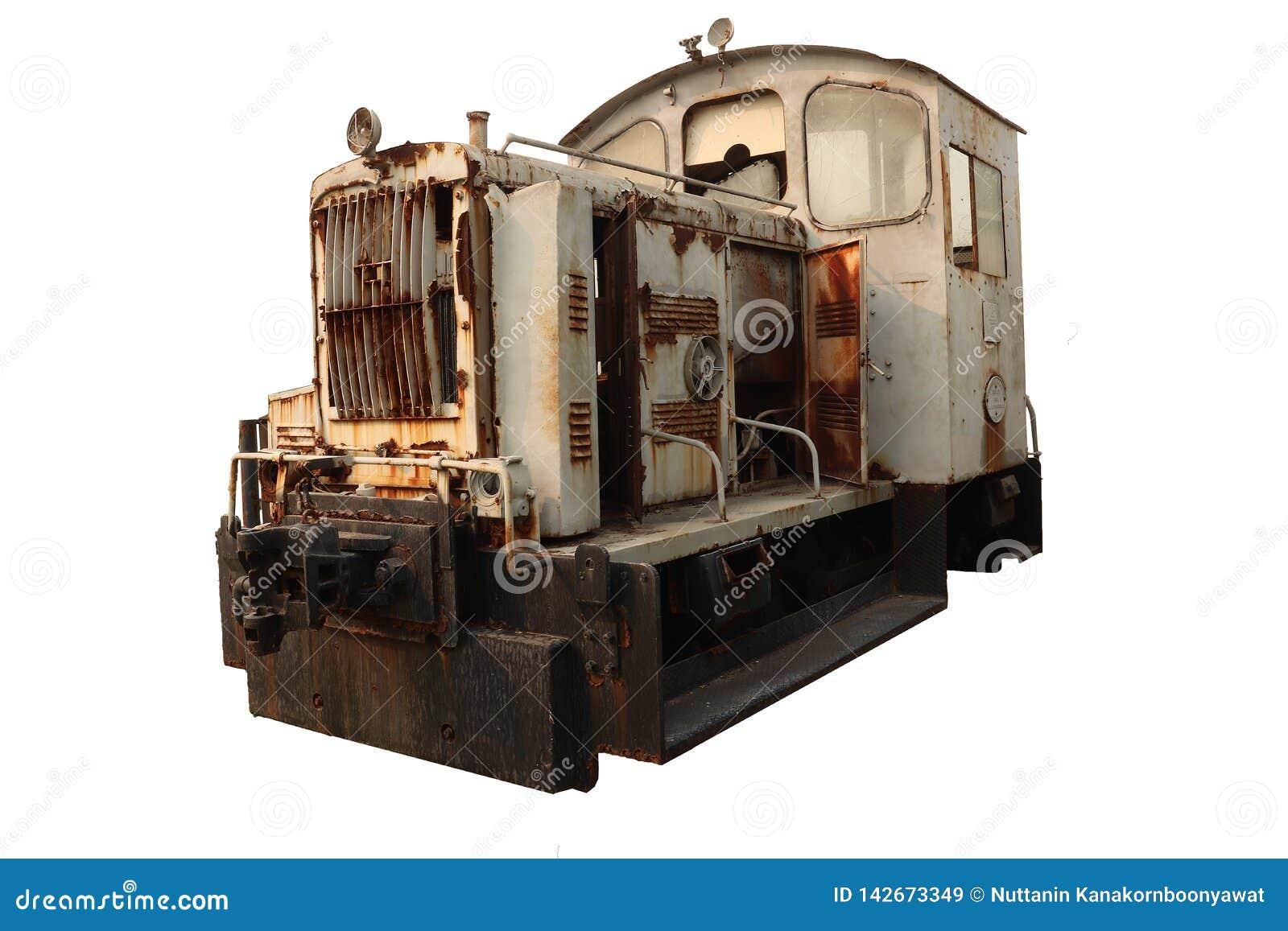 Vecchio treno guastato arrugginito di estrazione mineraria, trasporto estraente abbandonato del treno isolato su fondo bianco